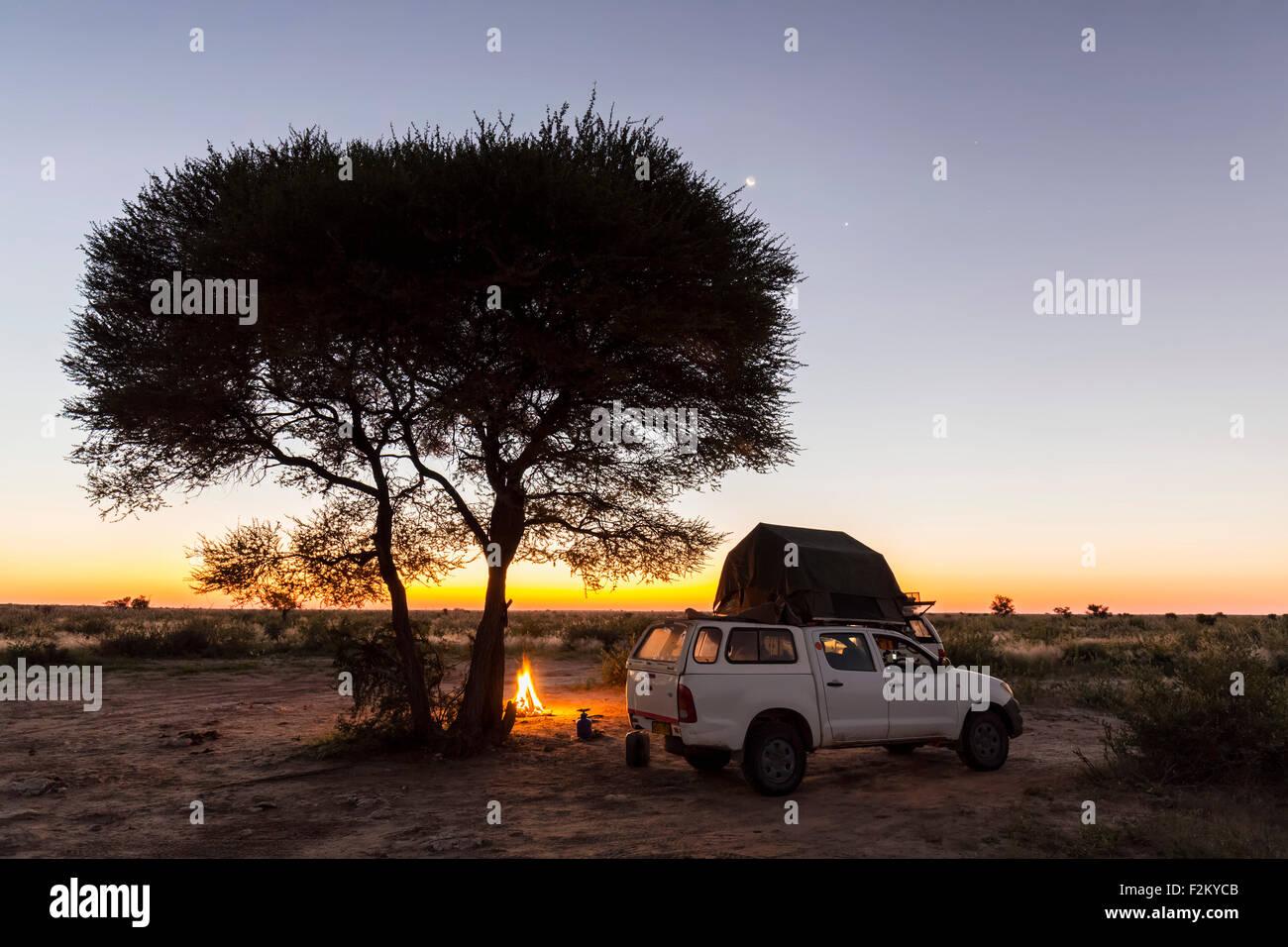Botswana, Kalahari, Central Kalahari Game Reserve, campsite with campfire - Stock Image