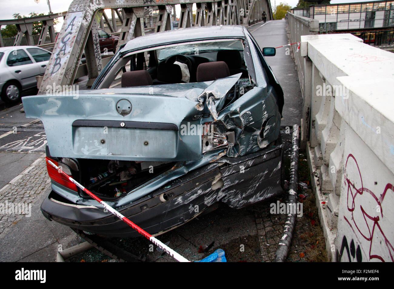 Autowrack an der Bornholmer Bruecke, Berlin-Prenzlauer Berg. - Stock Image