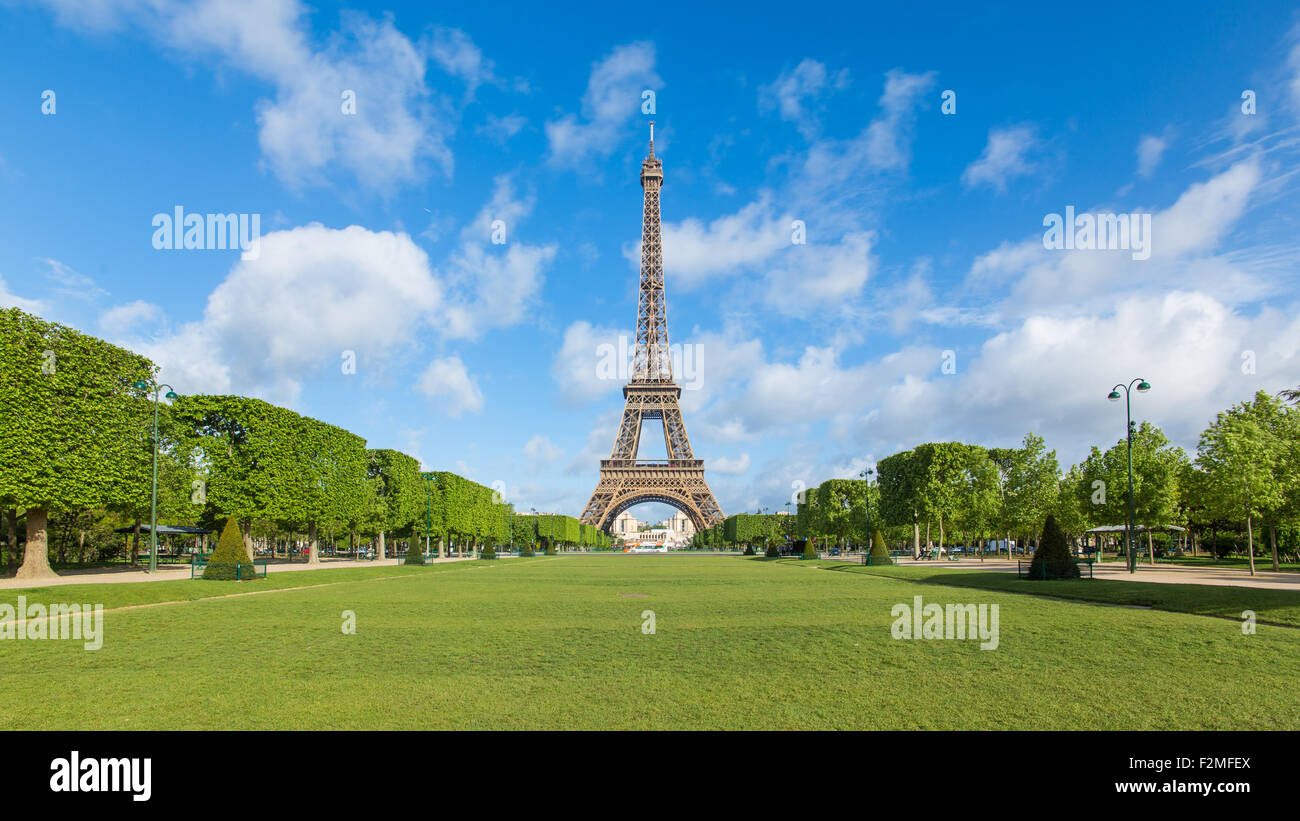 Parc du Champ de Mars, Eiffel Tower, Paris, France - Stock Image