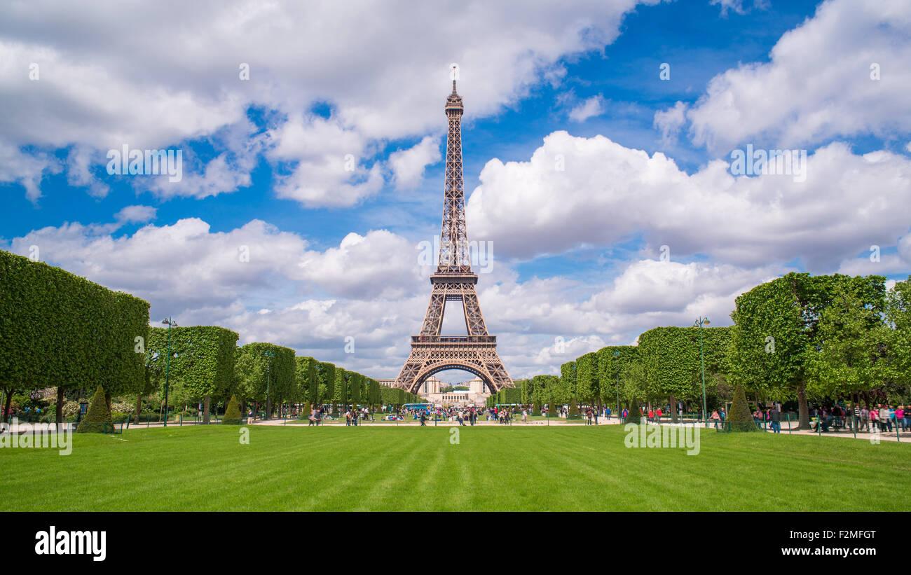 Parc du Champ de Mars, Eiffel Tower, Paris, France - Stock Image