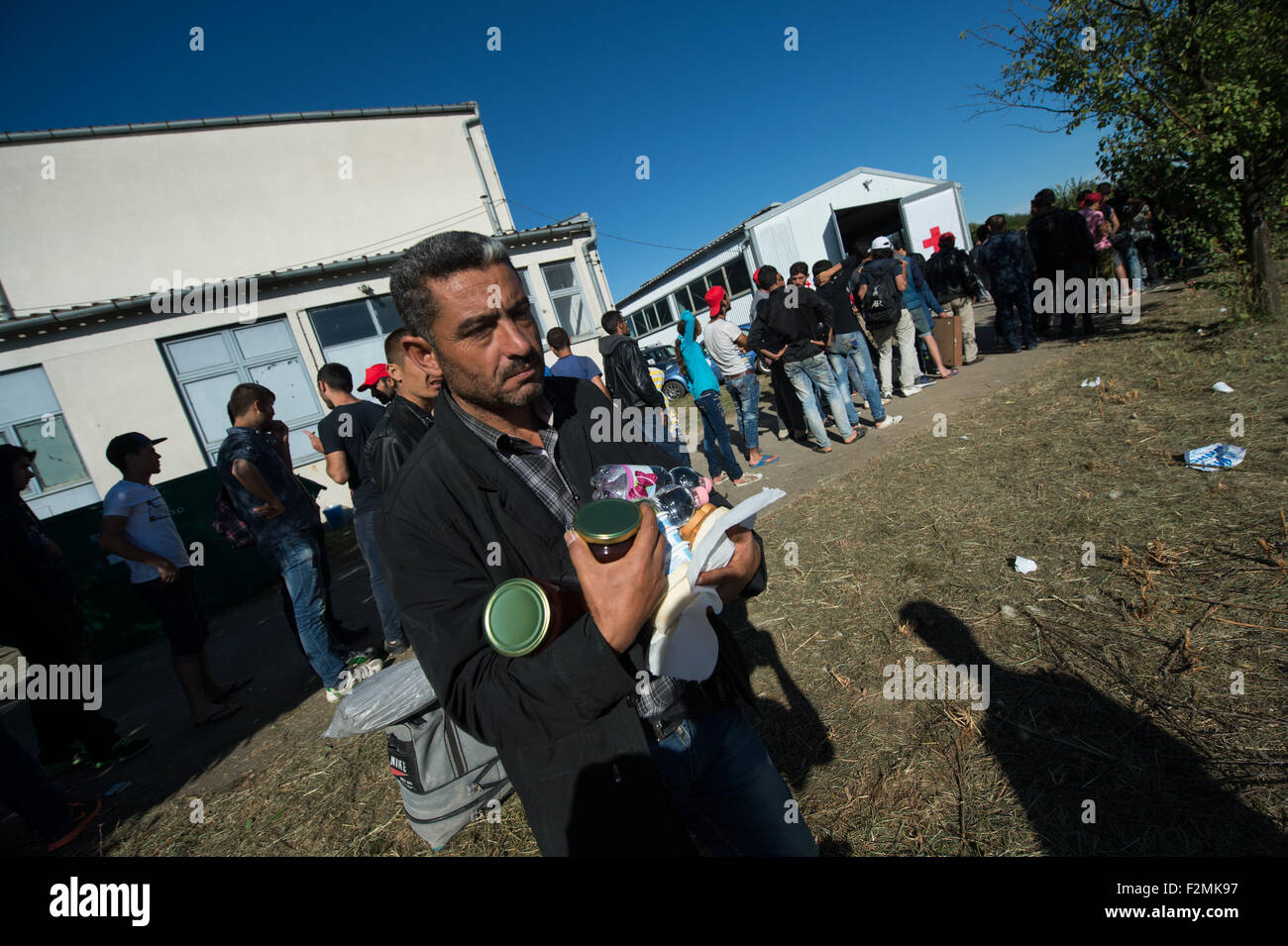 Opatovac, Croatia. 21st Sep, 2015. A refugee from Iraq carries food rations in his arms in a tent camp near Opatovac, Stock Photo