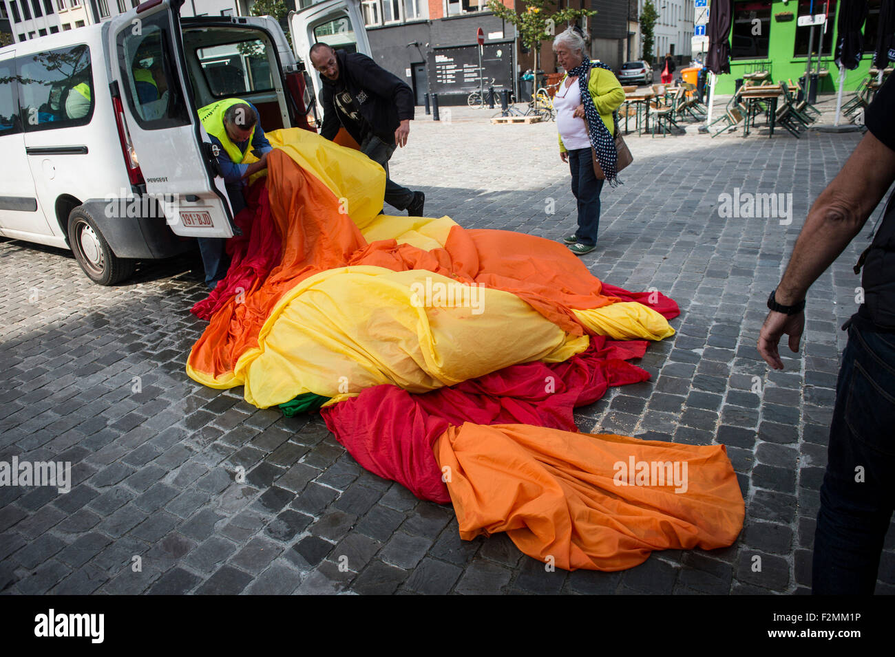 Ghent, Belgium. 21st September, 2015. A representaiton of 135 Belgian cities and municipalities attempted to deploy - Stock Image