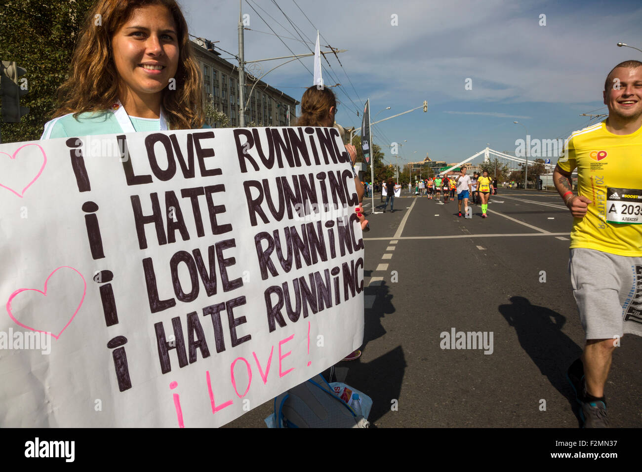 Moscow, Russia. 20th Sep, 2015. People support runners on a finish of the Moscow marathon near the sports complex - Stock Image