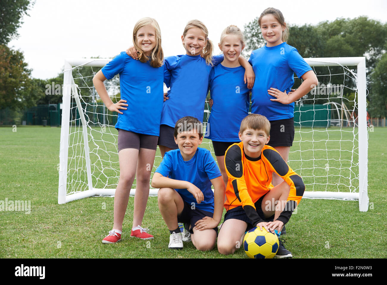Boys And Girls In Elementary School Soccer Team - Stock Image