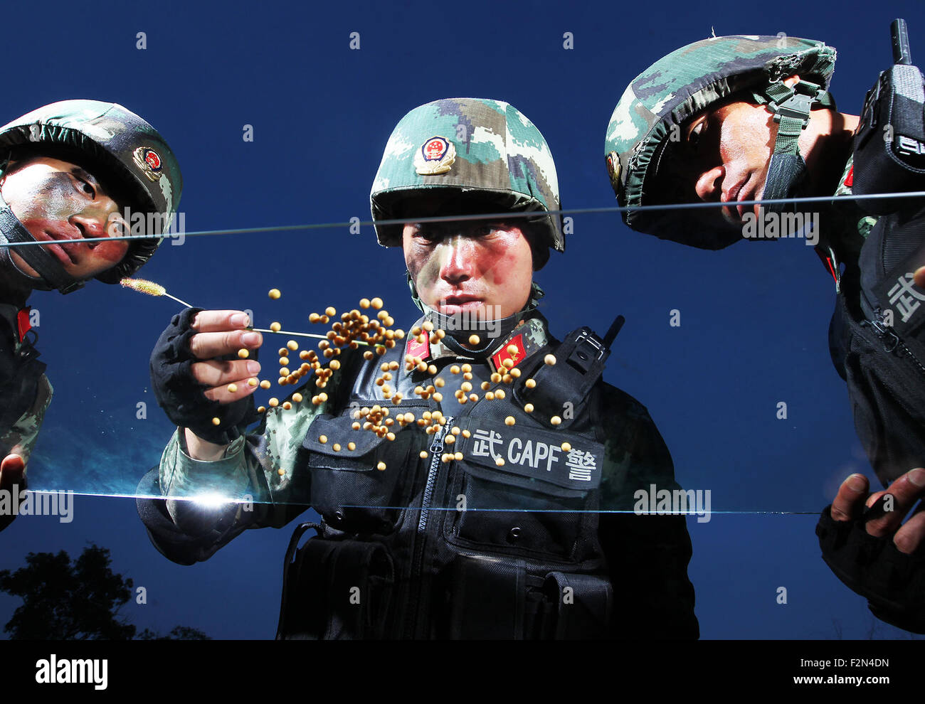 Shanghai, China. 21st Sep, 2015. Armed police sniper Yin Bo (C) practises his attentional control by seperating - Stock Image