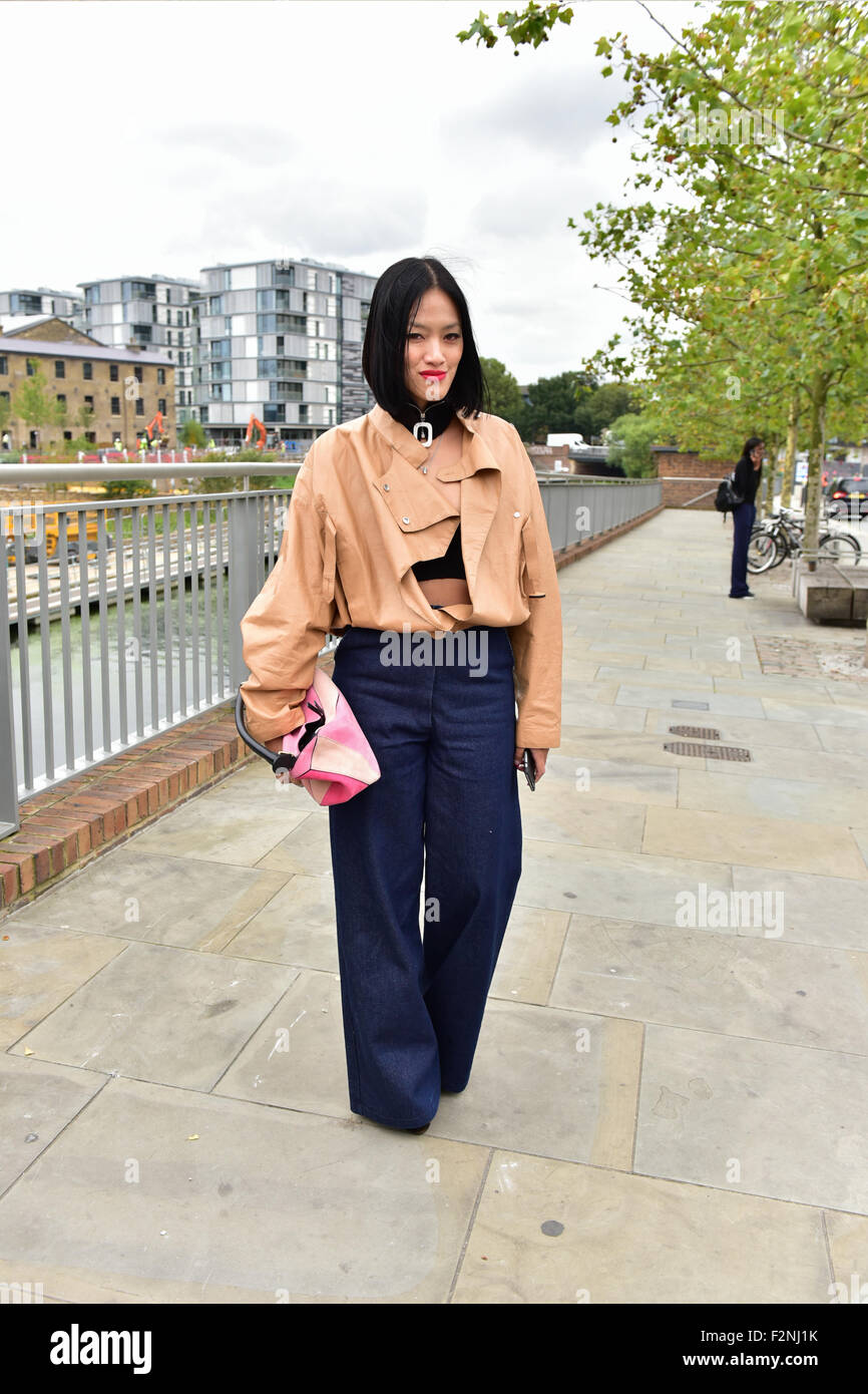 Tiffany Hsu arriving at the Erdem runway show during London Fashion Week - Sept 21, 2015 - Photo: Runway Manhattan/Celine - Stock Image