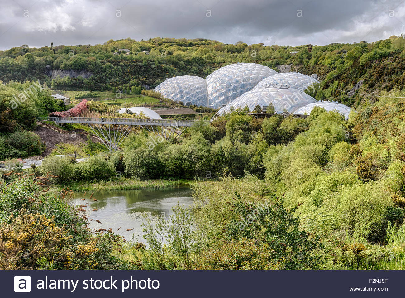 Eden Project compound in Cornwall, England, UK | Aussicht ueber die Aussenanlage des Eden Projects, Cornwall - Stock Image