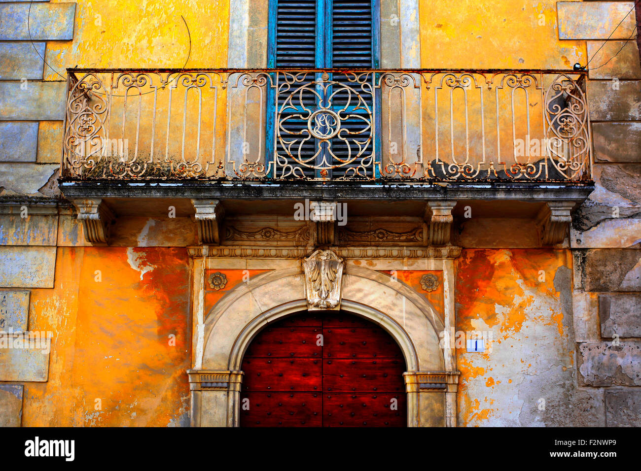 Doorway in an old building in Fontecchio in Abruzzo, Italy. - Stock Image