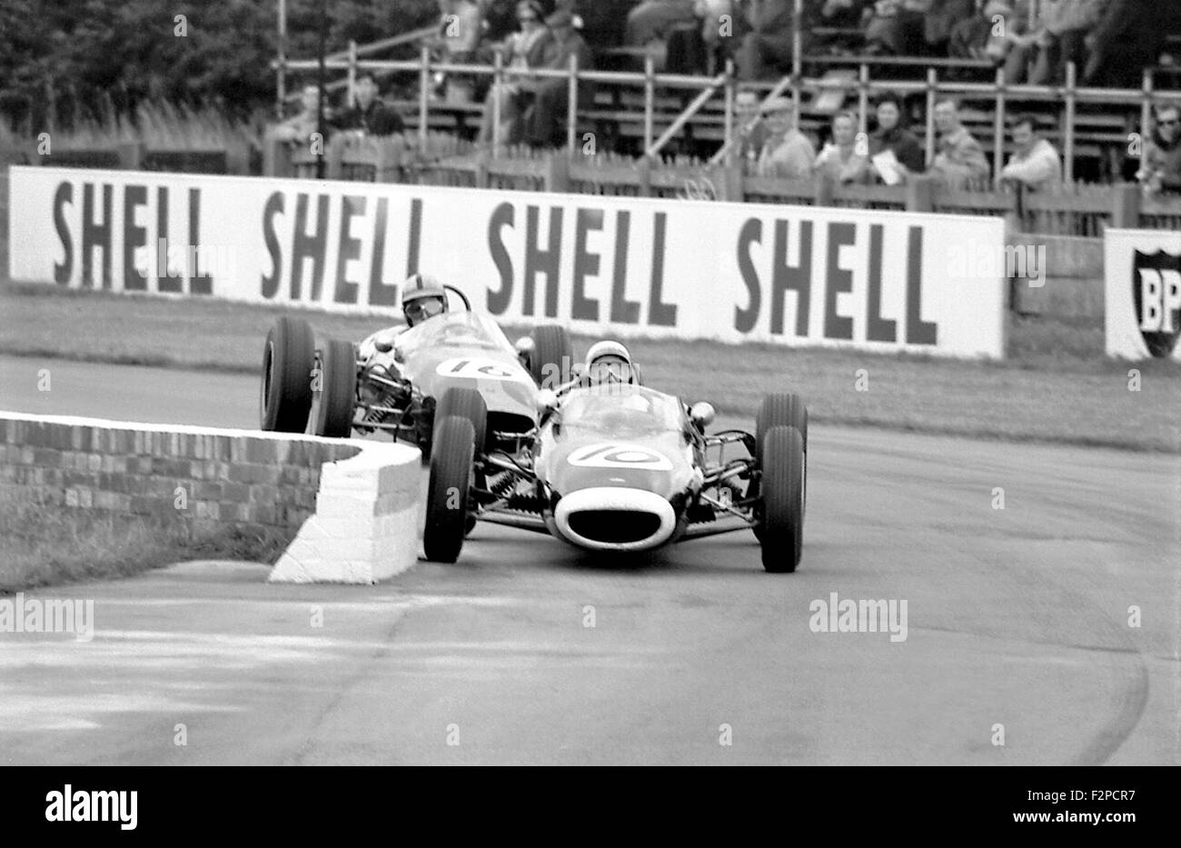Richard Attwood in a Lola and Frank Gardner in a Brabham in a Formula Junior race Goodwood 1963 - Stock Image