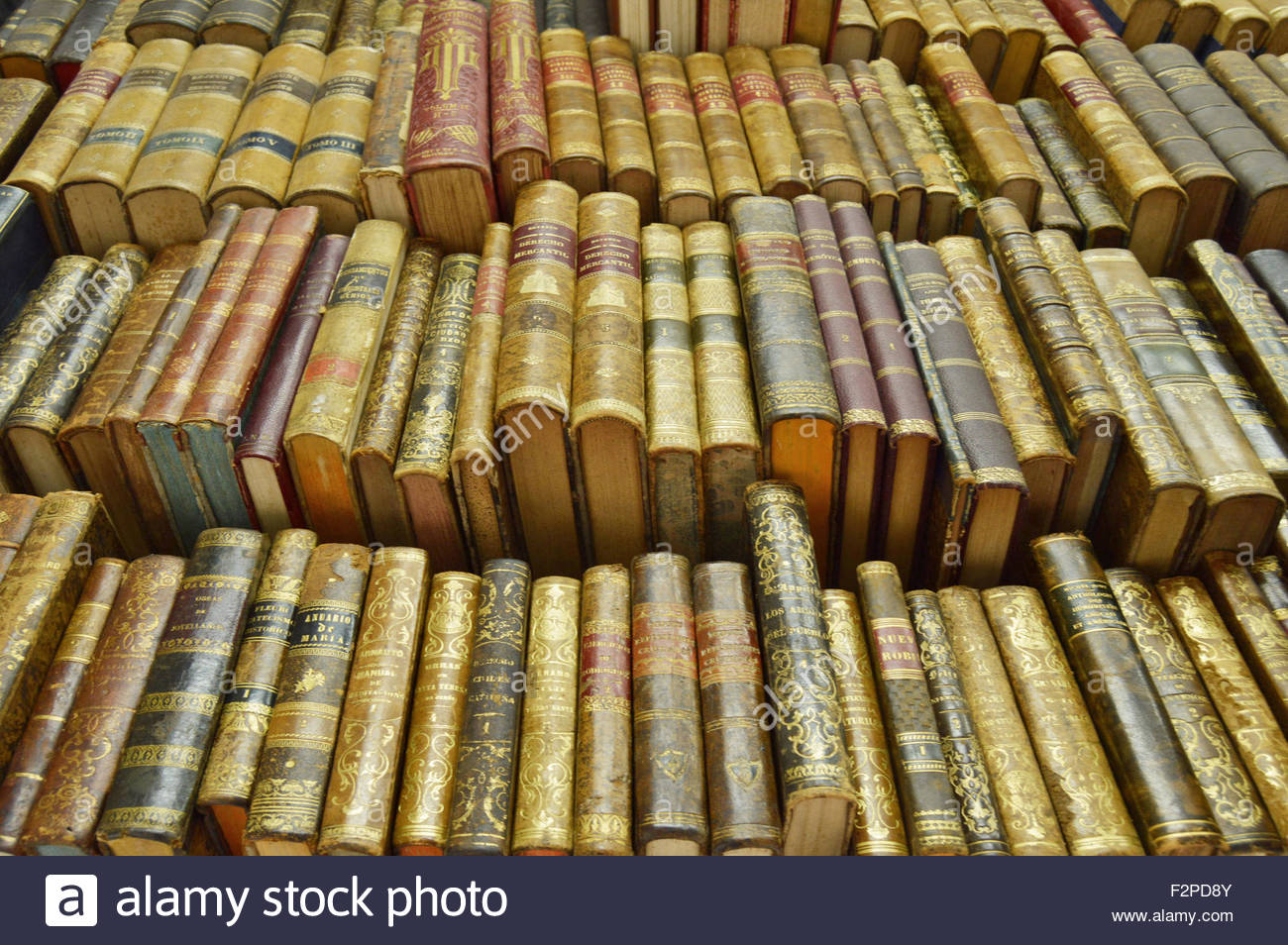 Old secondhand books displayed at bookshop in Barcelona Catalonia Spain Europe - Stock Image