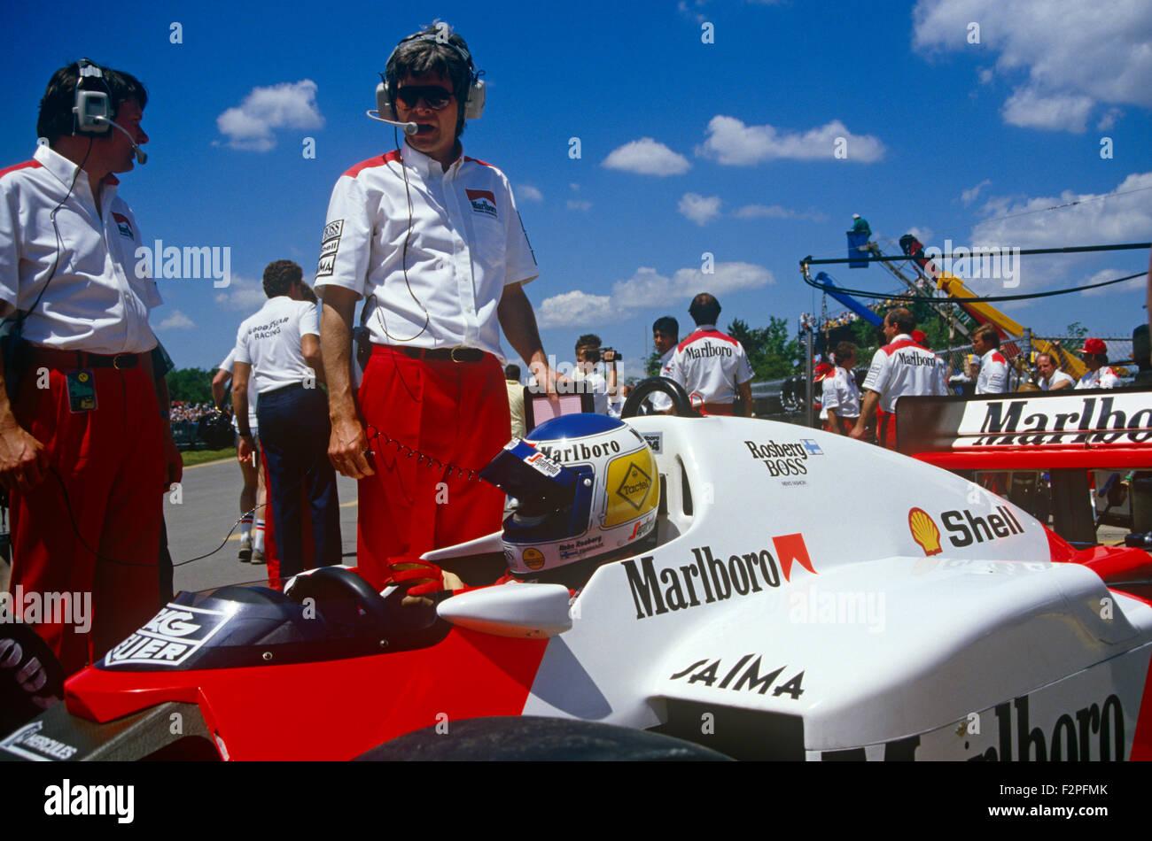 John Barnard Steve Nicholls and Keke Rosberg in his McLaren 1986 - Stock Image