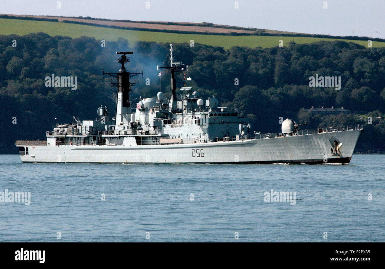 AJAX NEWS PHOTOS - 2005. PLYMOUTH, ENGLAND. - ROYAL NAVY DESTROYER HMS GLOUCESTER APPROACHES PLYMOUTH TO EMBARK - Stock Image