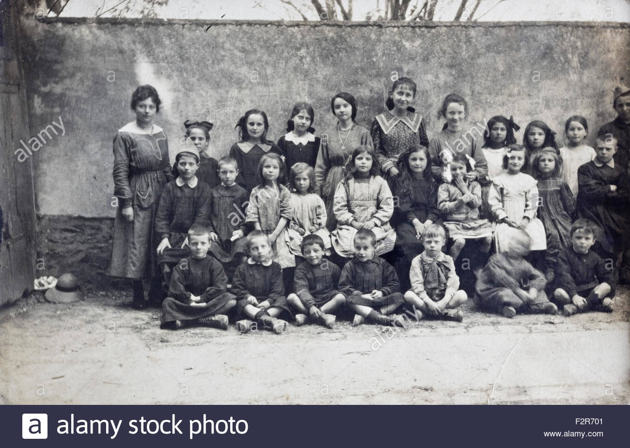 school group portrait with teacher 1918 France Stock Photo