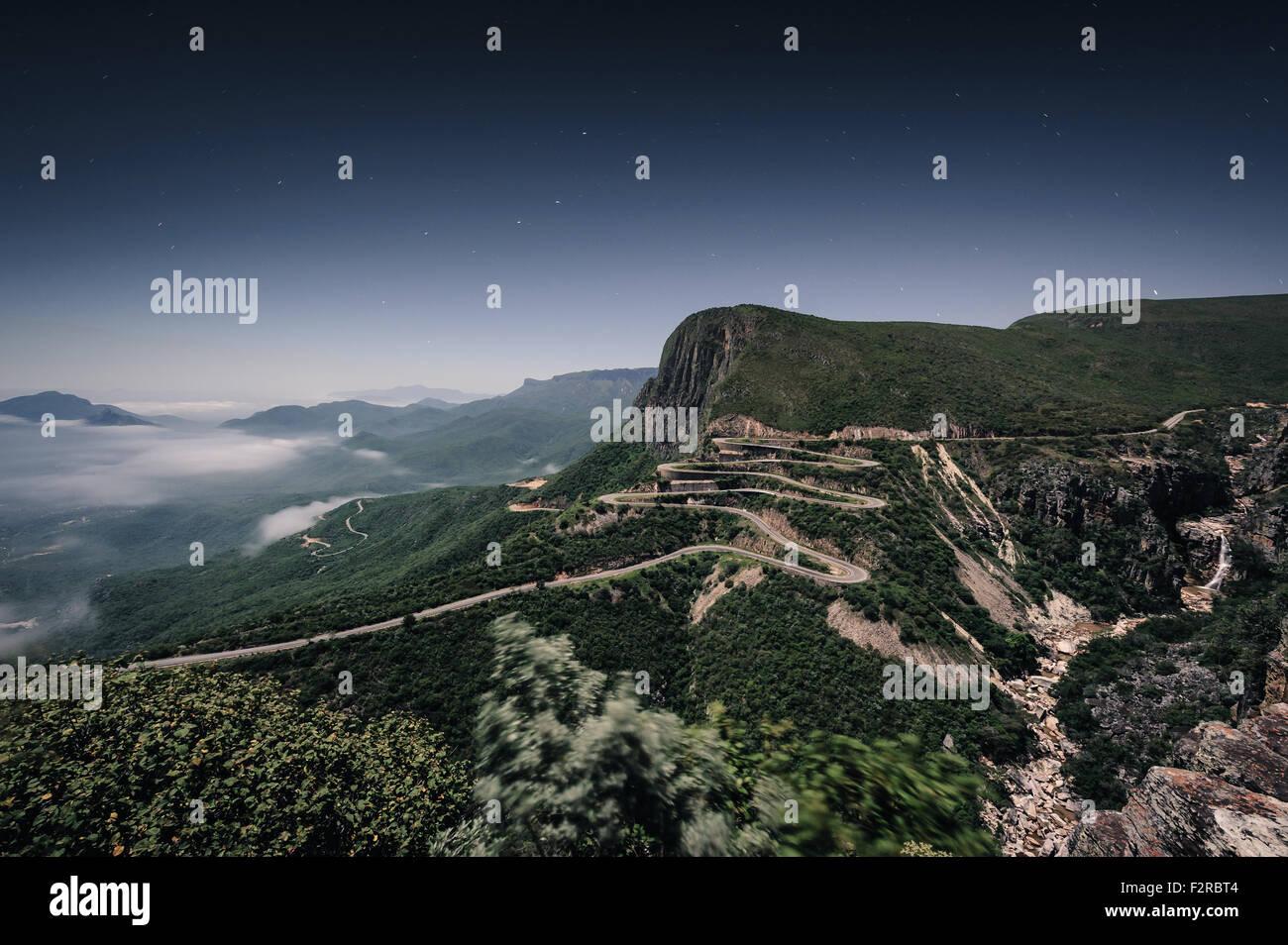 Serra da Leba. Foto nocturna sem viaturas, tirada as 2h da madrugada. Huíla, Angola - Stock Image