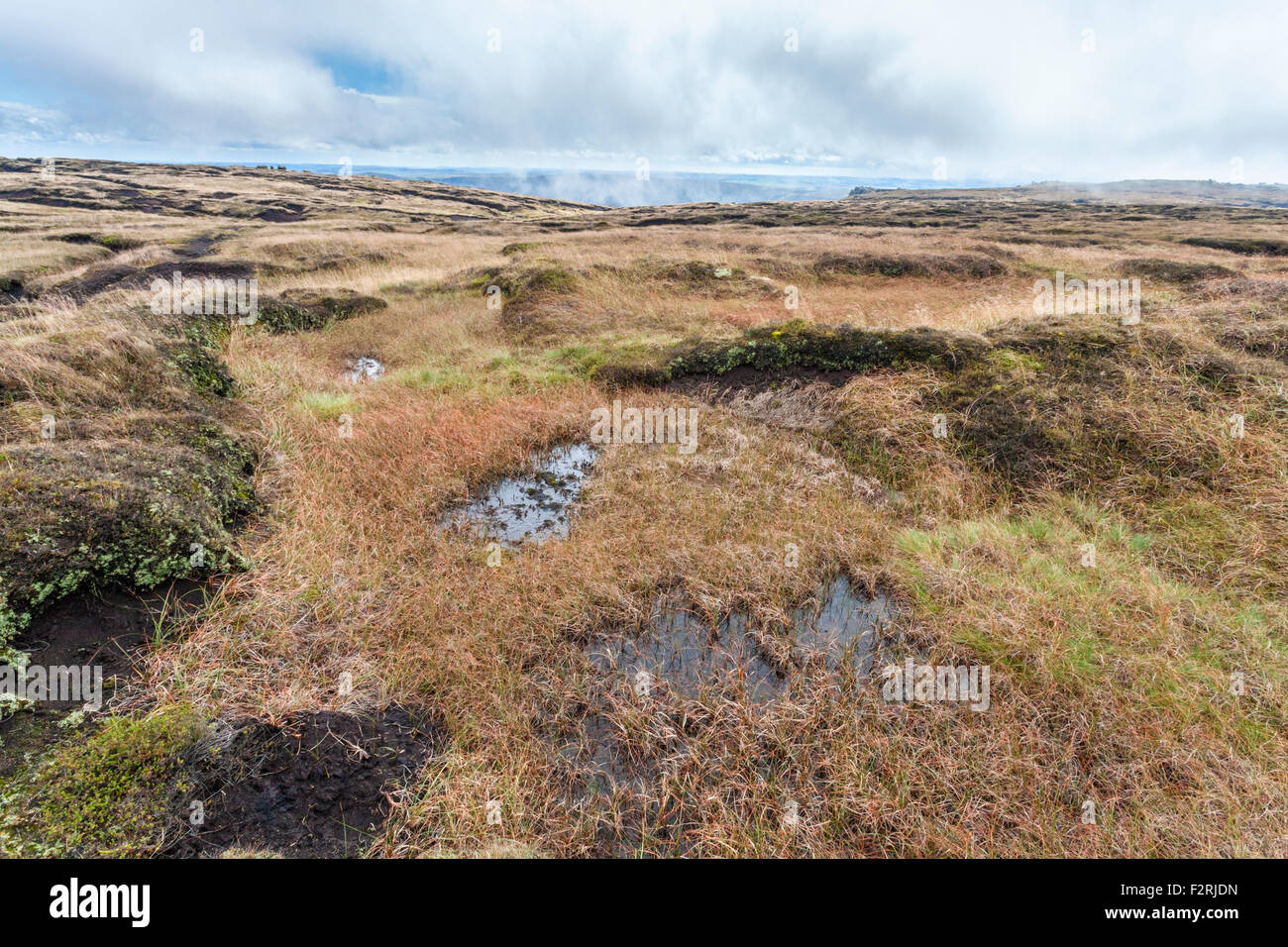 Low cloud lifting from the peat bog moors or peatland of Kinder Scout, Derbyshire, Peak District National Park, - Stock Image