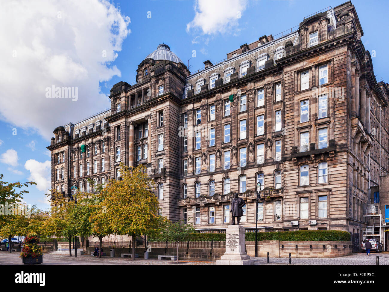 The Medical Block, dating from 1914, of Glasgow Royal Infirmary. - Stock Image