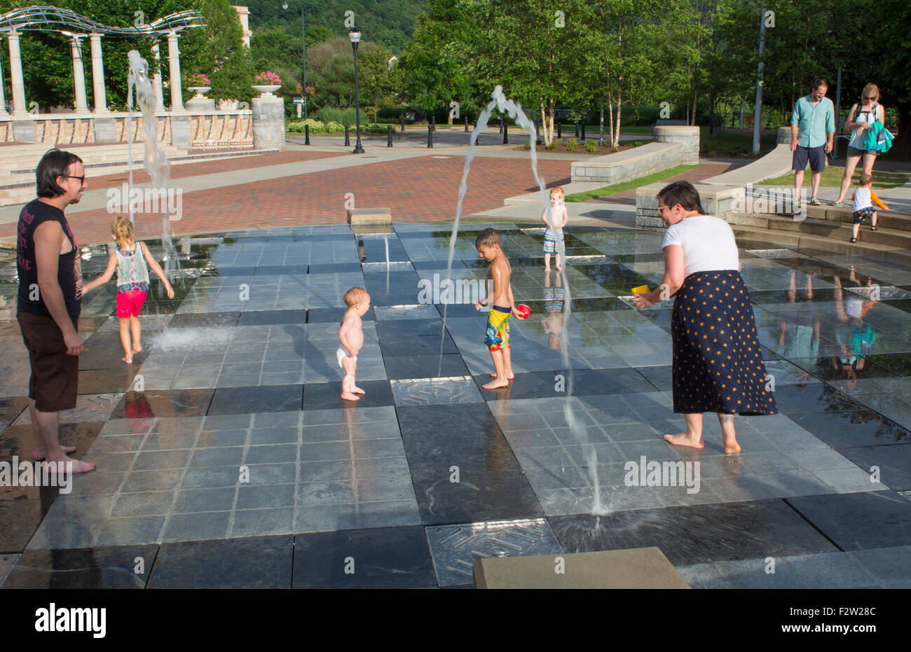 Asheville North Carolina Pack Square with children playing in fountains in park - Stock Image