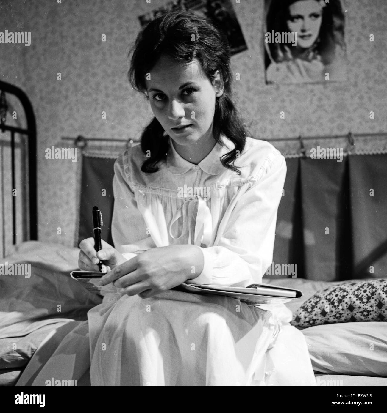 Briefe Nach Deutschland : Suzanne black and white stock photos images page alamy