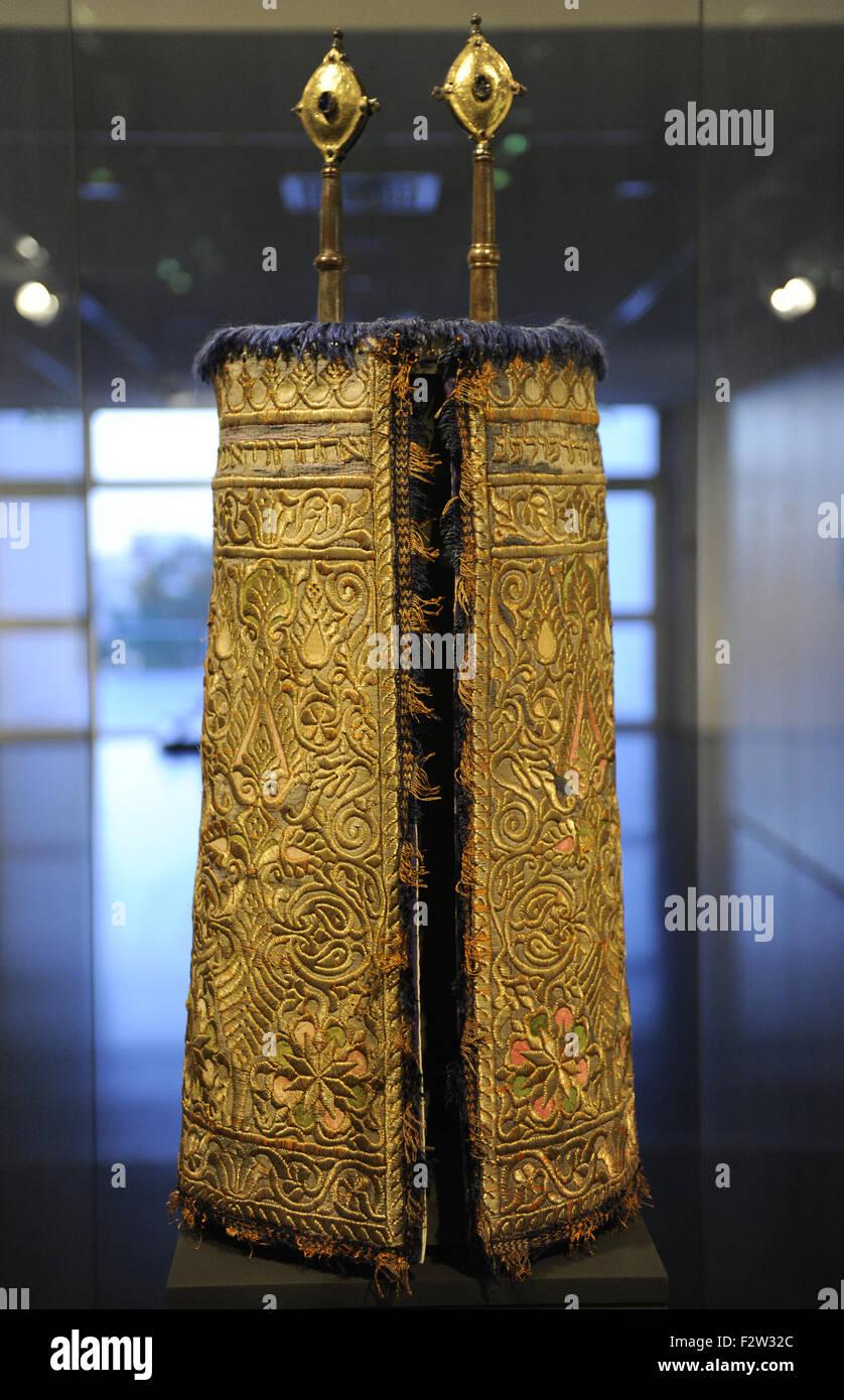 Torah mantle. Sefrou, Morroco, ca. 1926. Cotton, silk; abd gilt metal-thread embroidery. Inscribed in Hebrew. Israel - Stock Image