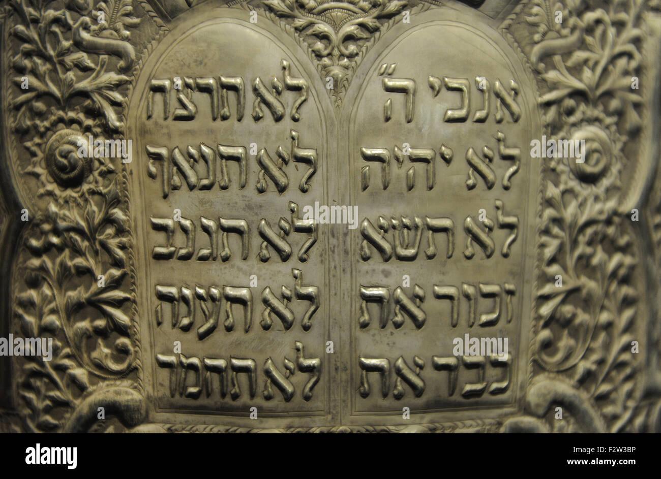 Cylindrical Torah scroll case.Tripoli, Libya,1935. Silversmith: Raphael 'Aton. Wood overlaid with silver sheet, - Stock Image