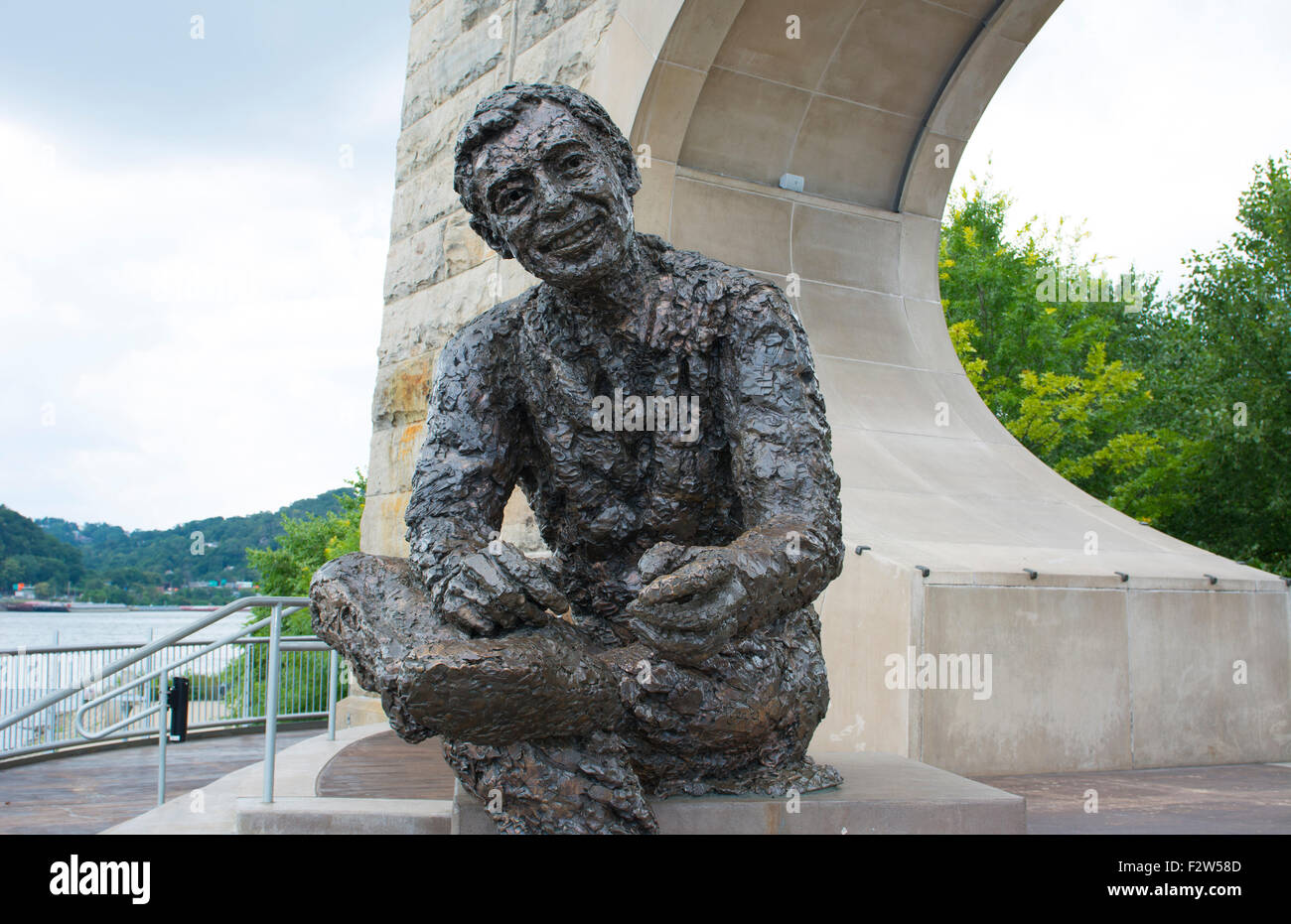 Pittsburgh Pennsylvania Pa Statue Of Pittsburgher Famous Fred Rogers Stock Photo Alamy