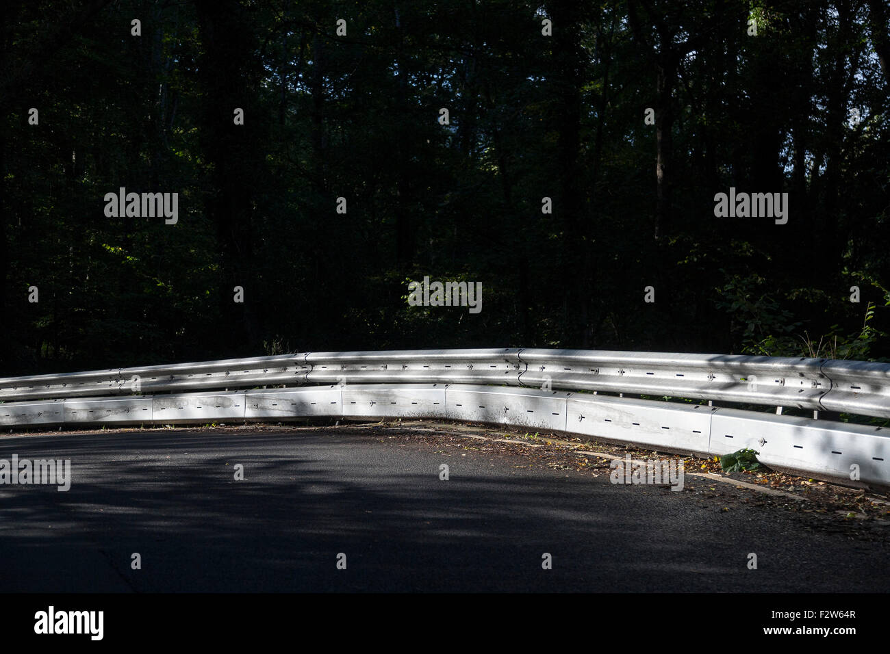 LIGHTWEIGHT, EASY TO ASSEMBLE, CRASHWORTHY ALTERNATIVE TO PORTABLE CONCRETE BARRIER on the the B193 road in the - Stock Image