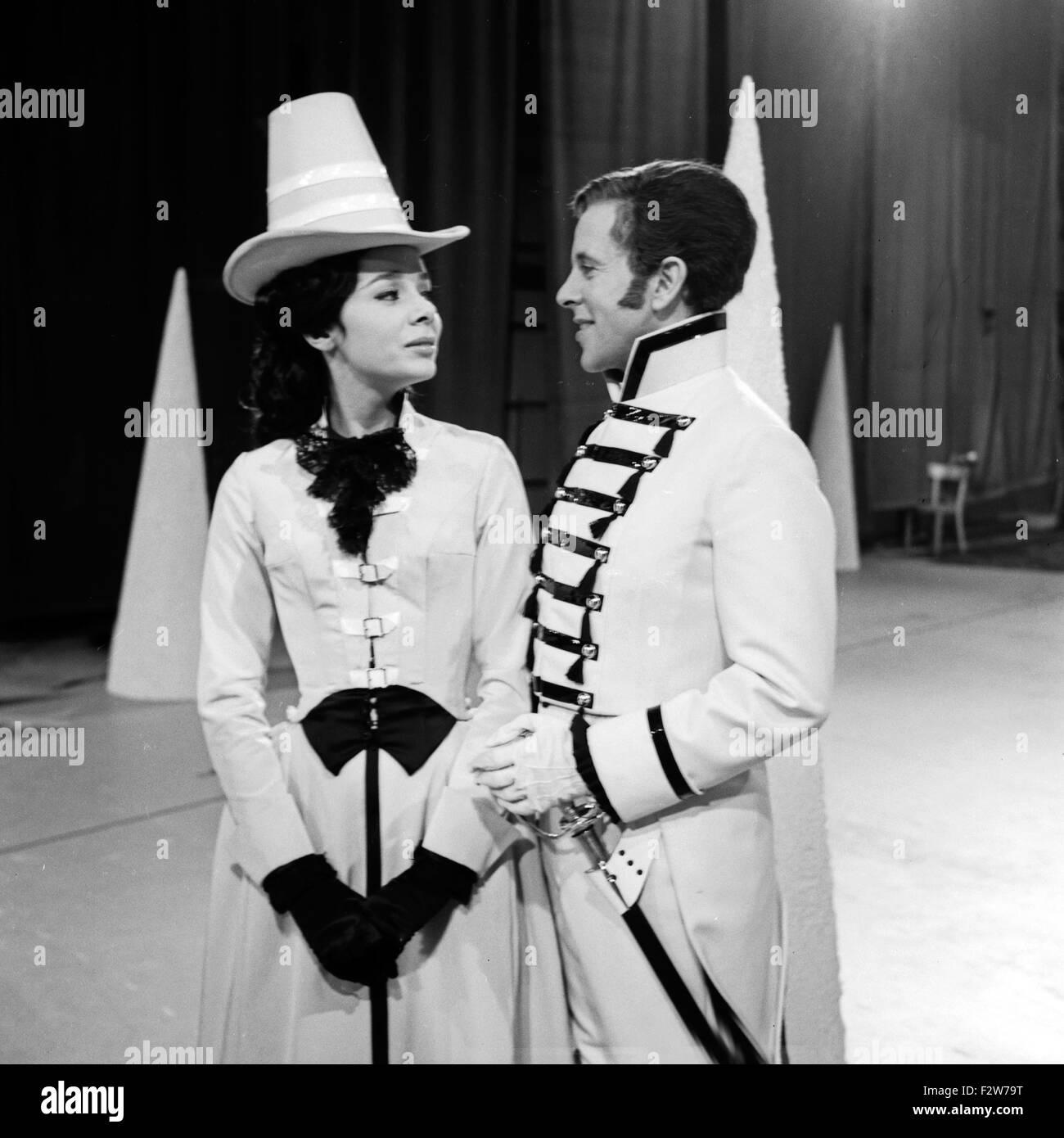 Der Neffe als Onkel, Fernsehfilm, Deutschland 1966, Regie: Hans-Christof Stenzel, Darsteller: Simone Rethel, Gerd - Stock Image