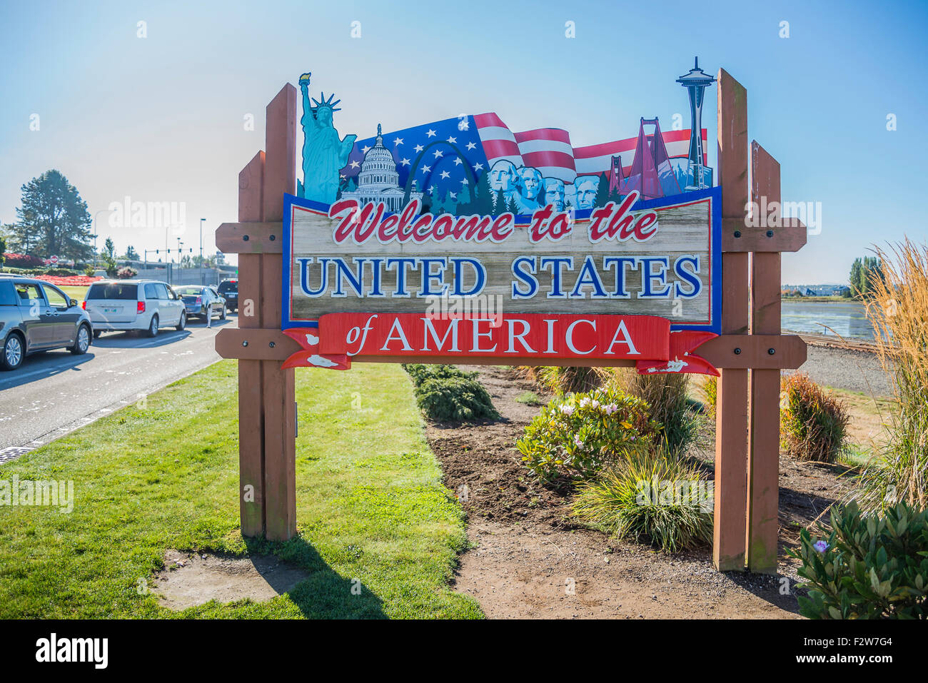 Welcome to the United States sign at Peace Arch, Canada, U.S.A. border crossing. - Stock Image