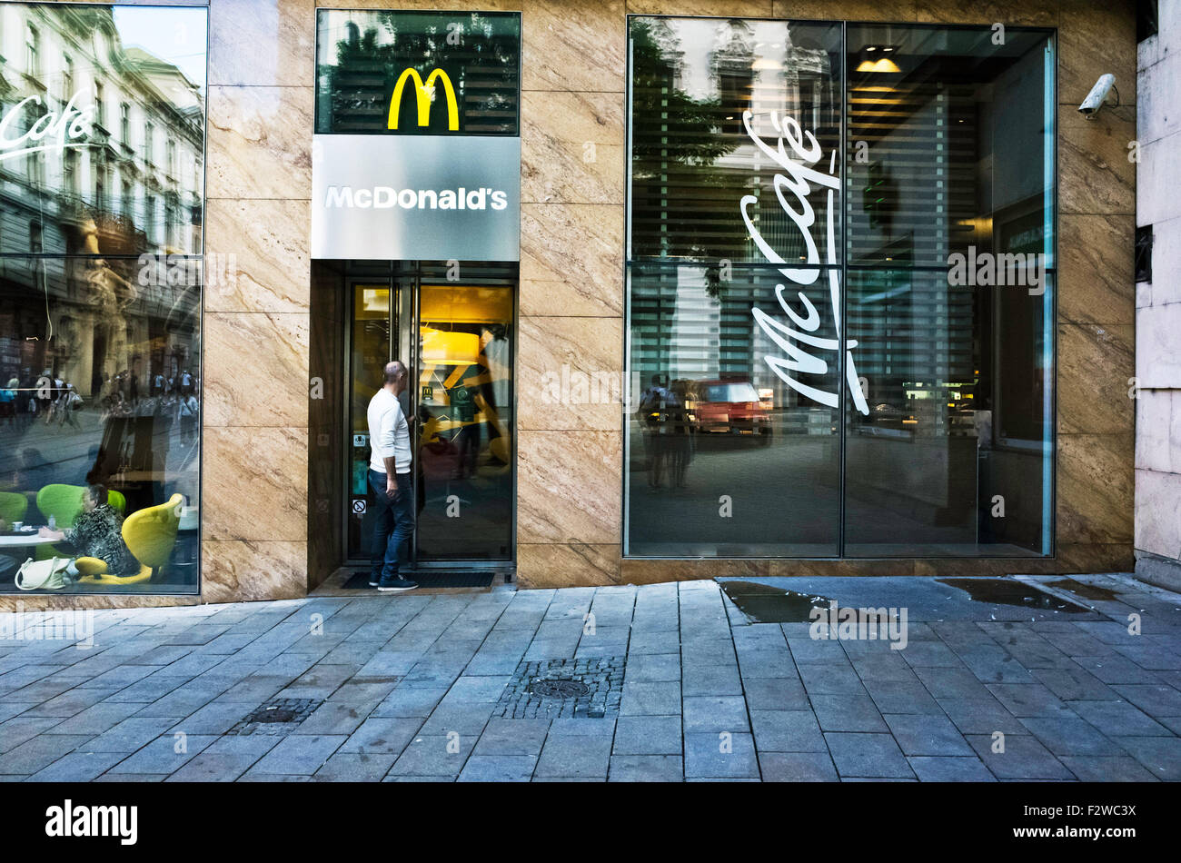 Fast Food Restaurant Entrance Stock Photos & Fast Food Restaurant ...