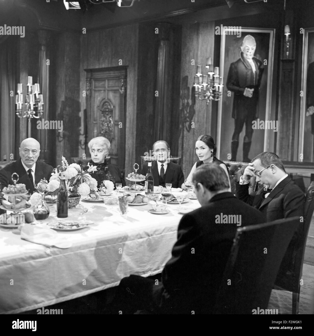 Frank V. - Die Oper einer Privatbank, Fernsehfilm, Deutschland 1967, Regie: Friedrich Dürrenmatt, Darsteller: - Stock Image