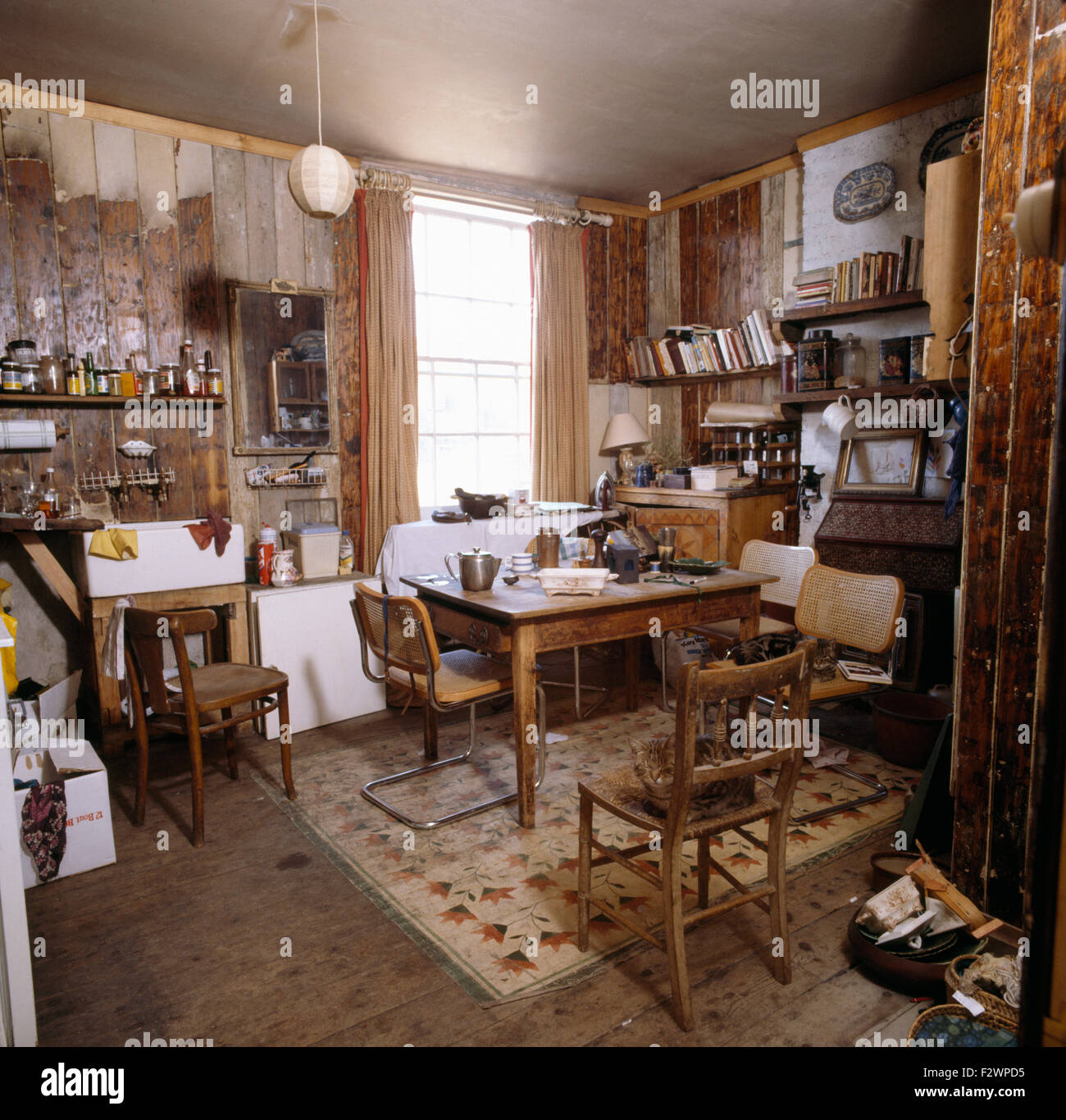 Seventies kitchen dining room before renovation - Stock Image