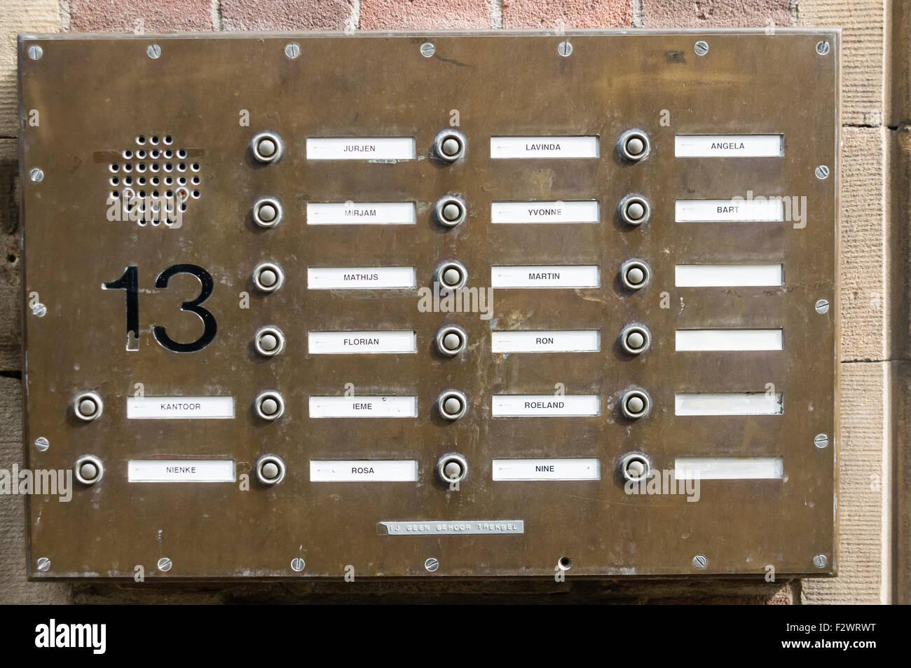https://c8.alamy.com/comp/F2WRWT/door-bells-buttons-and-speaker-intercom-system-at-a-dutch-apartment-F2WRWT.jpg