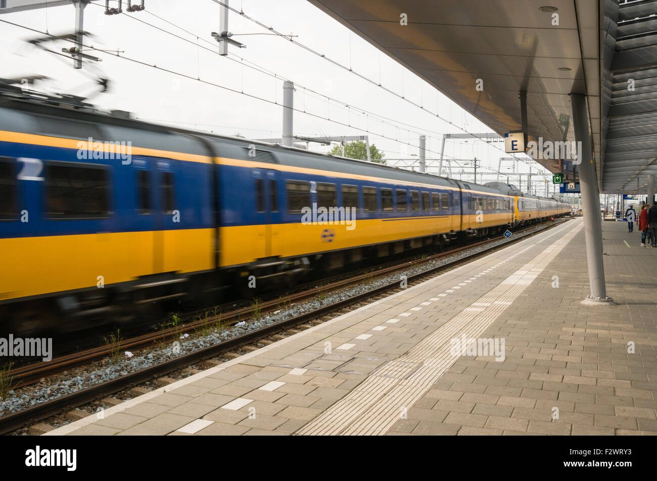 Nederlandse Spoorwegen (NS) train leaving Utrecht Centraal Station - Stock Image