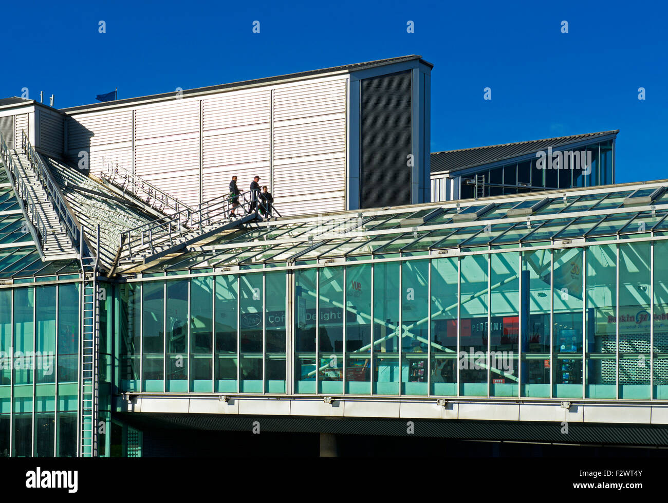 Three workmen on the roof the the Princes Quay shopping centre, Kingston Three Hull, East Riding of Yorkshire, England - Stock Image