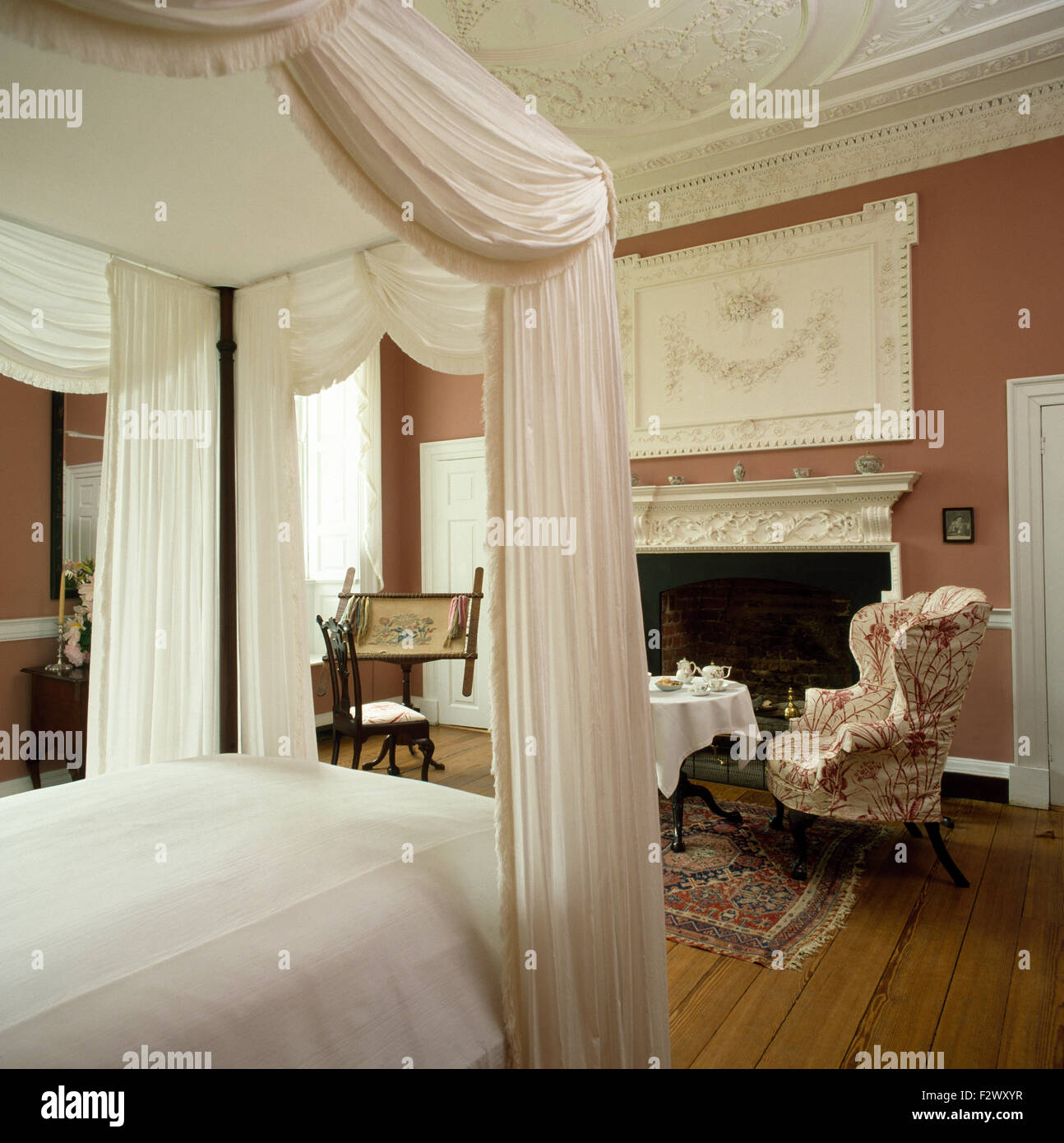 Four poster bed with curtains stock photos four poster bed with curtains stock images alamy - Four poster bed curtains ...