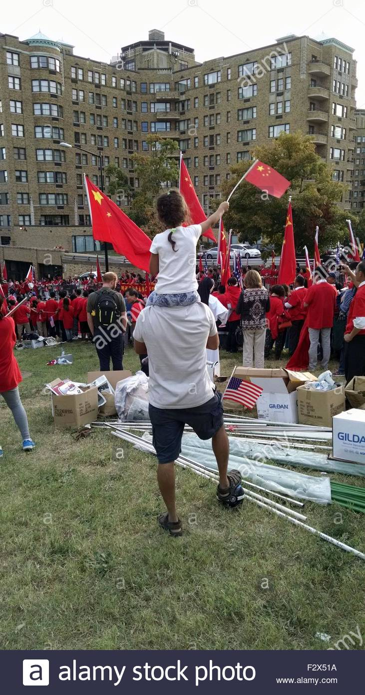 WASHINGTON, DC, September 24, 2015:  Cheering crowds and solemn protesters lined the streets of the Woodley Park - Stock Image