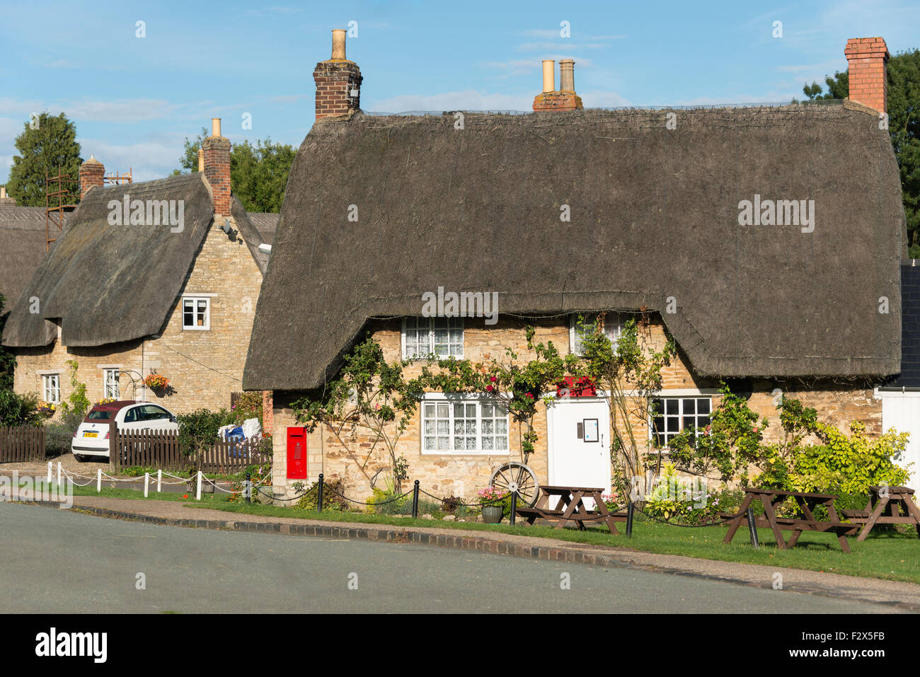 Thatched cottages in village of Weekley, Northamptonshire, England, United Kingdom - Stock Image