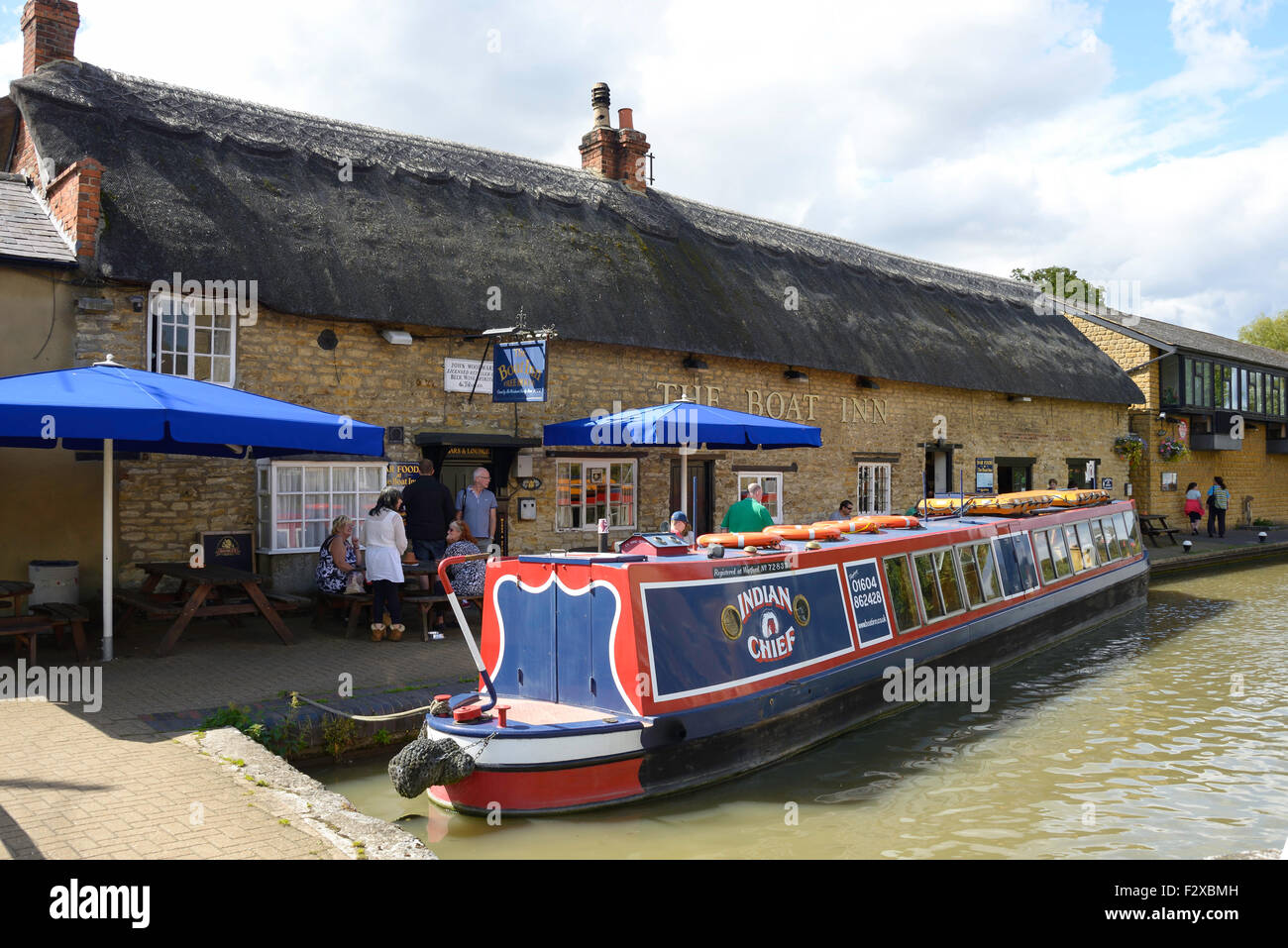 The Boat Inn on Grand Union Canal, Stoke Bruerne, Northamptonshire, England, United Kingdom - Stock Image