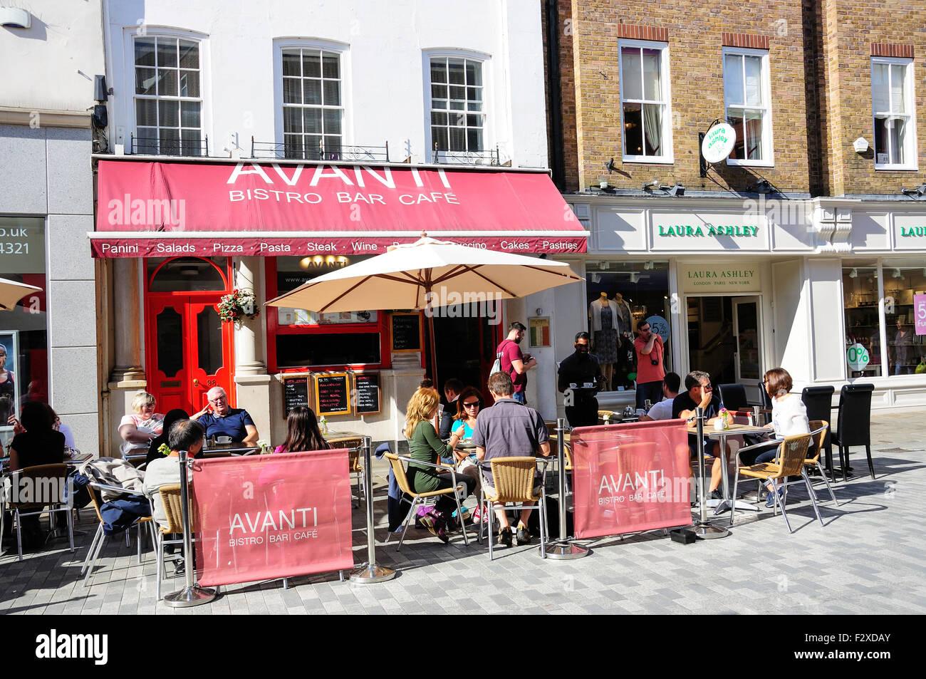 Avanti Bistro Bar Cafe, Peascod Street, Windsor, Berkshire, England, United Kingdom - Stock Image
