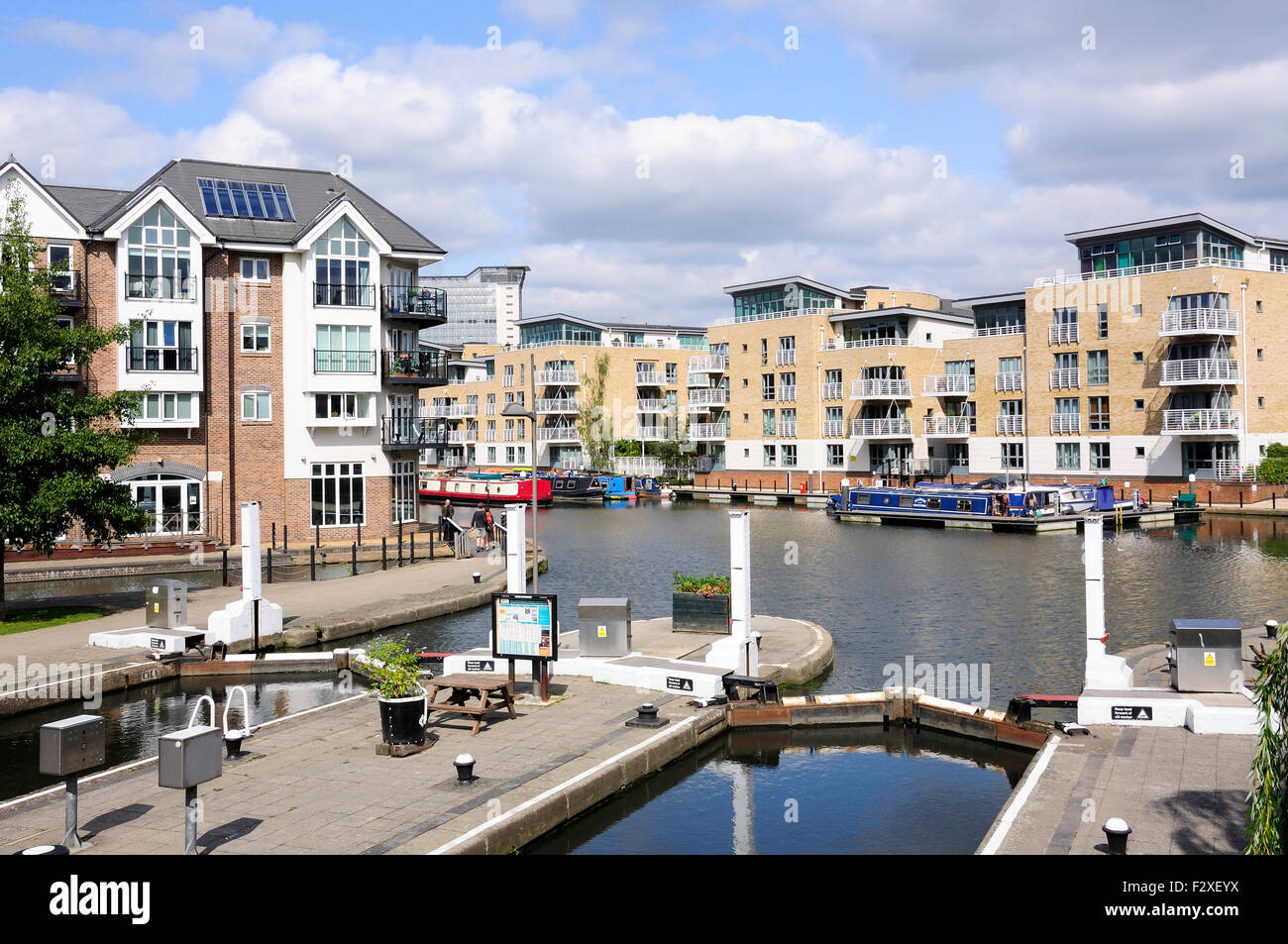 Modern apartments, Brentford Lock, Brentford, London Borough of Hounslow, Greater London, England, United Kingdom - Stock Image