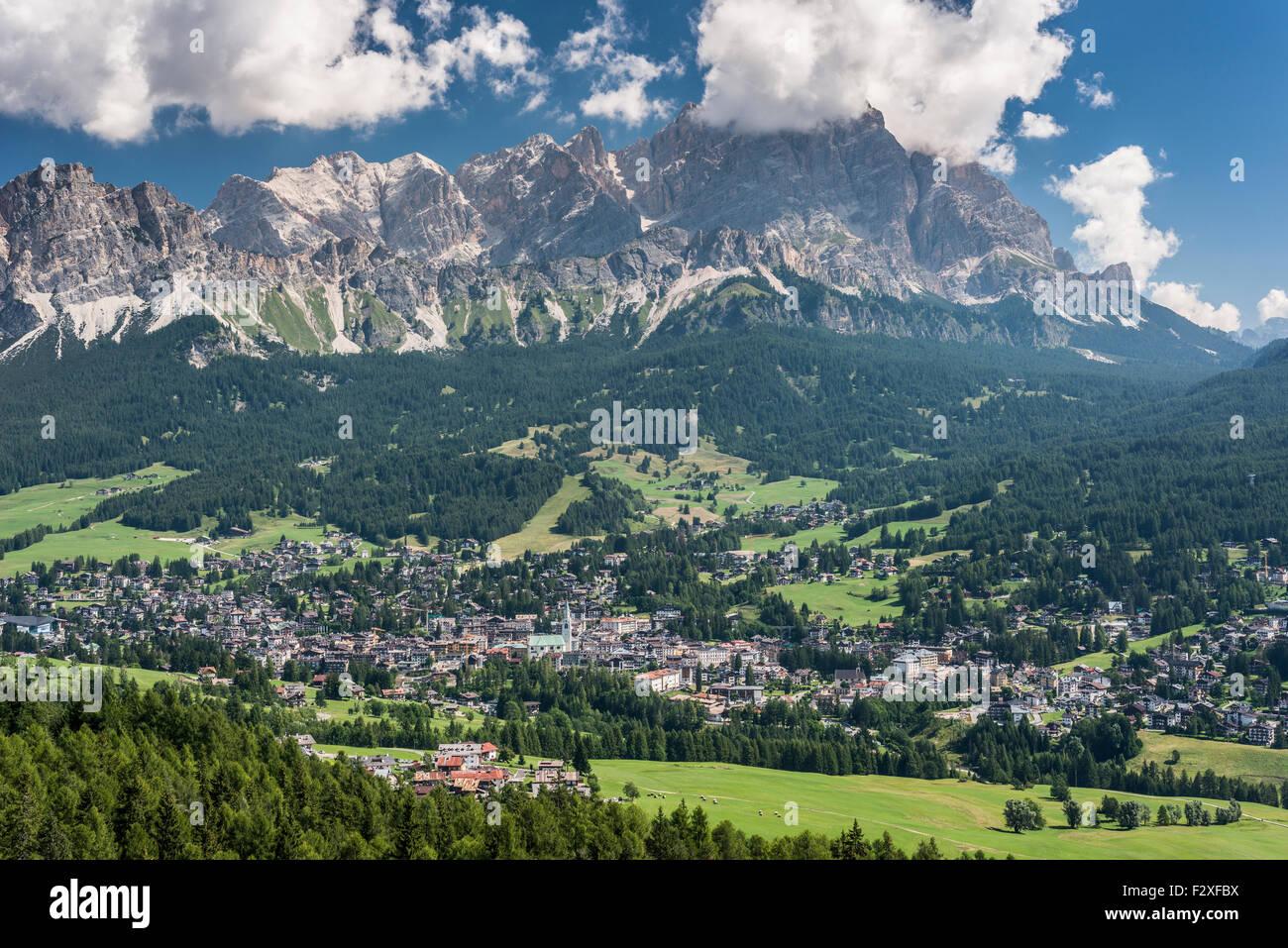 View towards Cortina d'Ampezzo, Cristallo range behind, Ampezzo Dolomites, Alps, Venice, Veneto, Italy - Stock Image