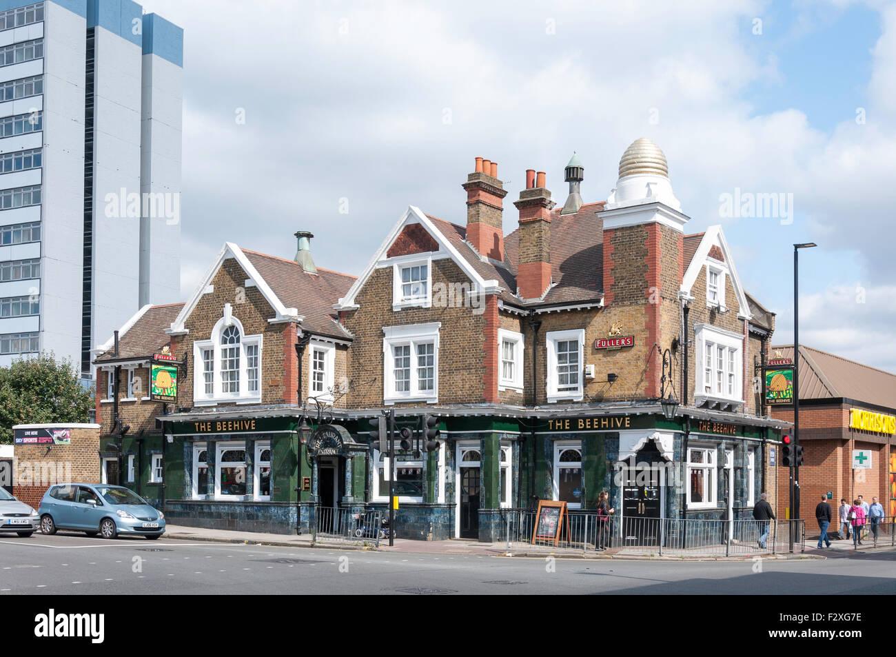 The Beehive Pub, High Street, Brentford, London Borough of Hounslow, Greater London, England, United Kingdom - Stock Image