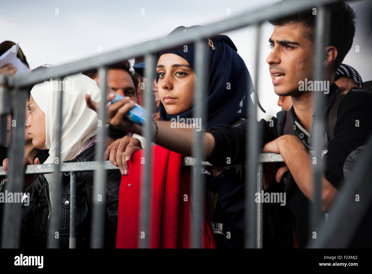 Refugees waiting on the Slovenian-Croatian Border crossing at Rigonce, Slovenia. - Stock Image