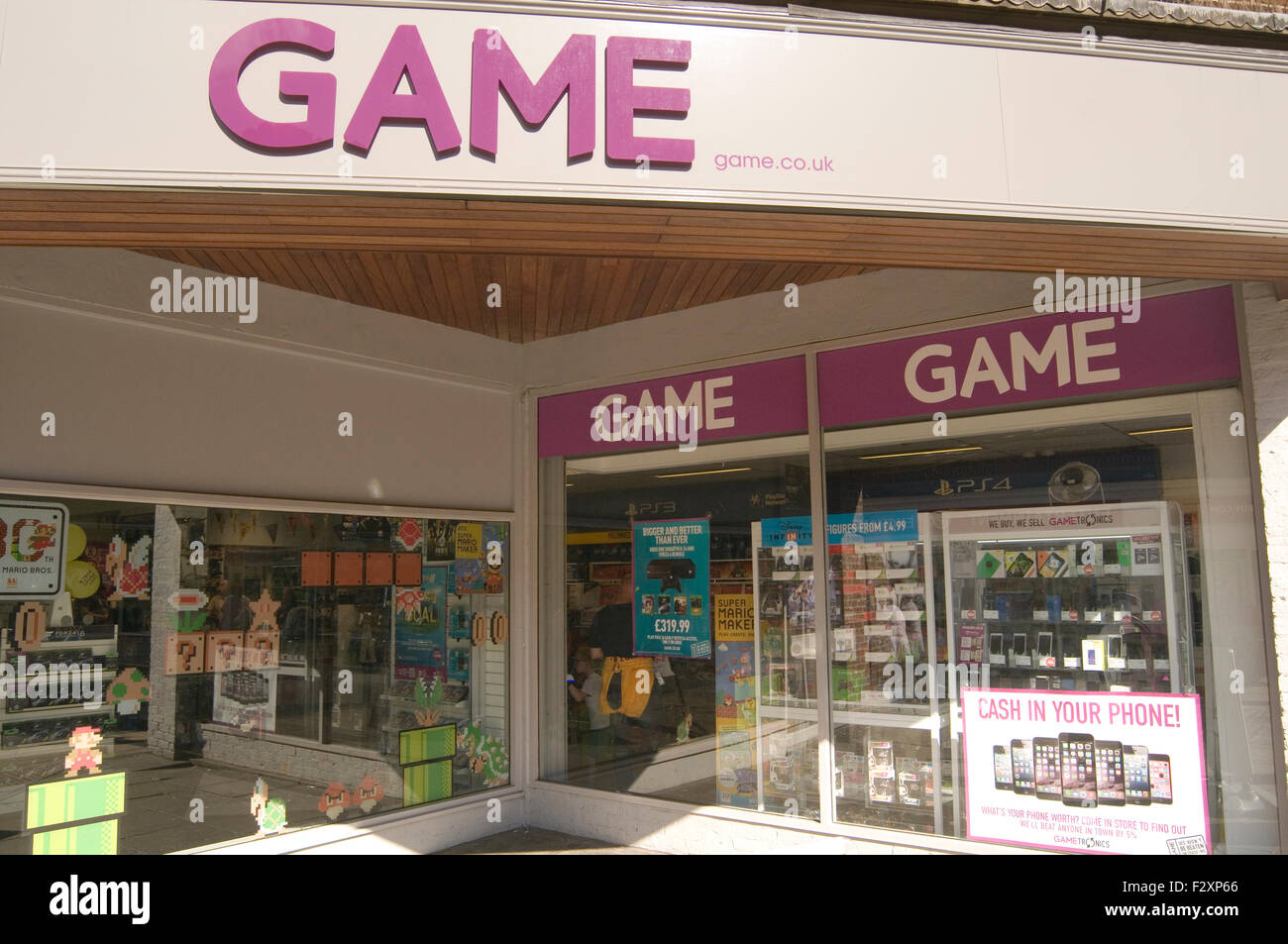 game uk secondhand games and electrical goods retailer shop shops Stock Photo