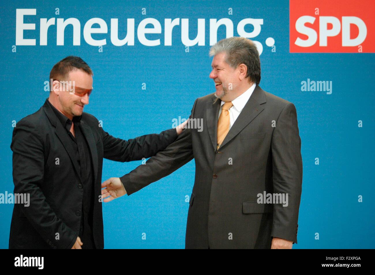 Bono (mit buergerlichem Namen: Paul David Hewson), Kurt Beck - Treffen des irischen Saengers der Band 'U2' - Stock Image