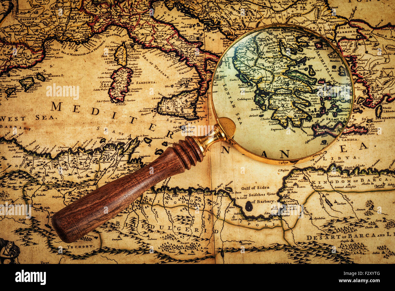 Old vintage magnifying glass on ancient map - Stock Image