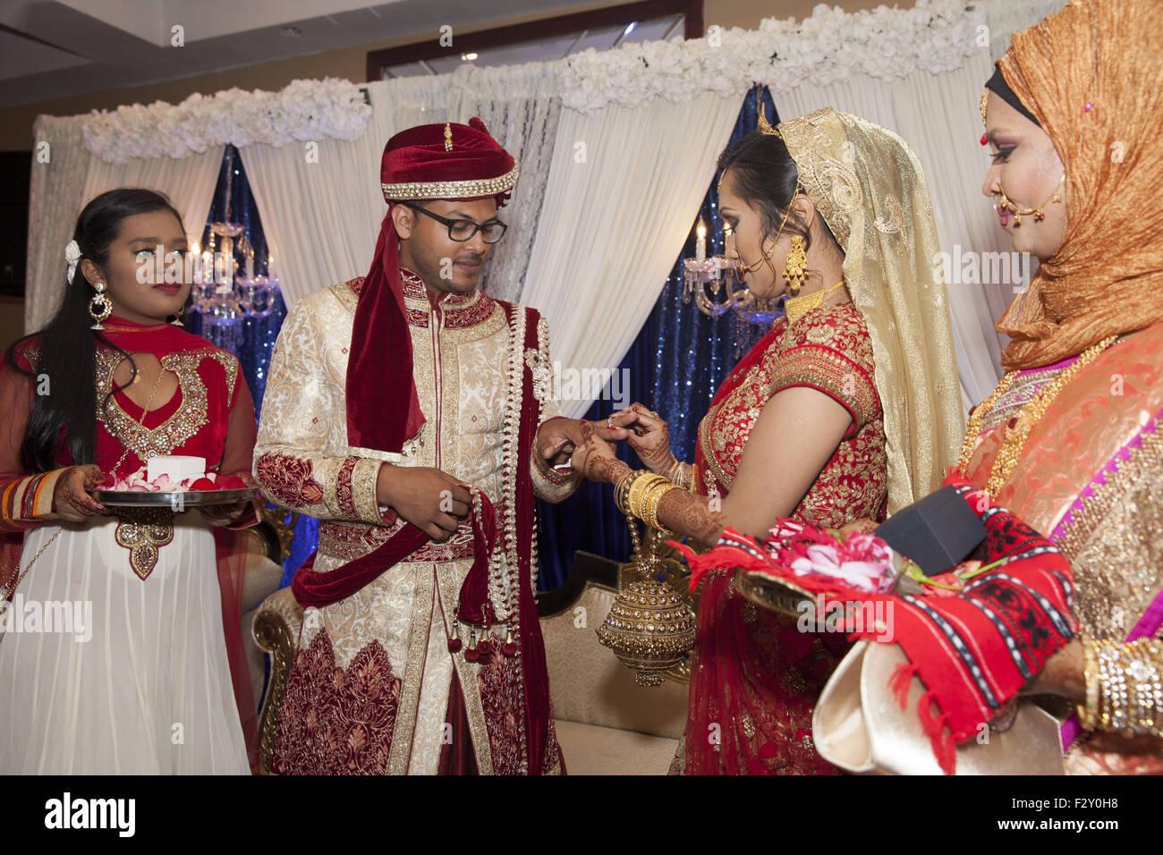 Exchanging of rings at a traditional Bangladeshi wedding. Brooklyn, NY. - Stock Image