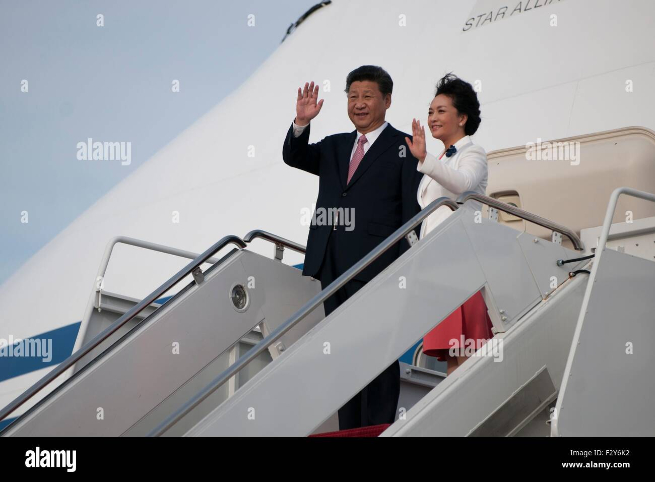 President of China Xi Jinping waves as he gets off a plane on Joint Base Andrews, Md., Sept. 24, 2015. Xi flew into - Stock Image