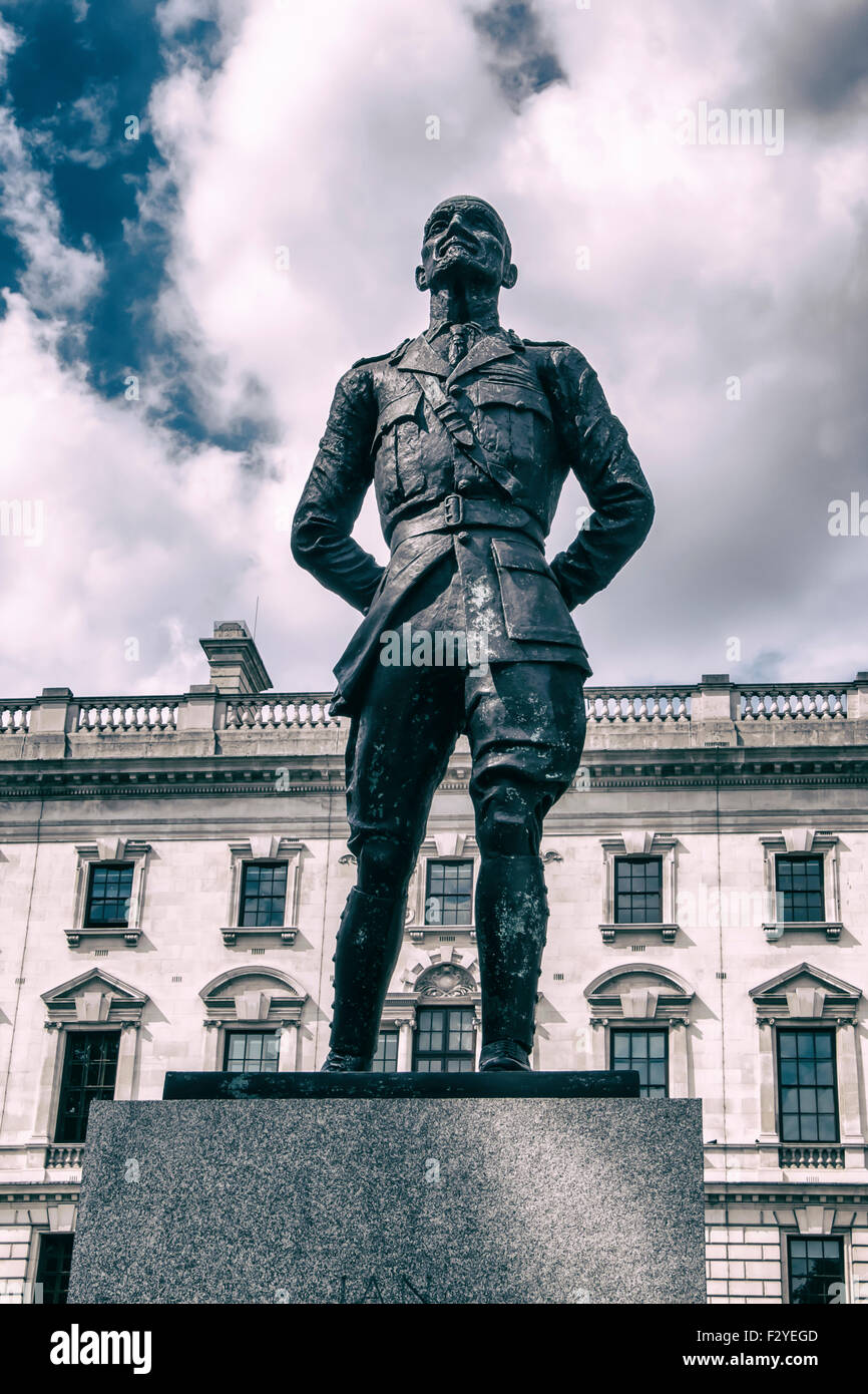 Bronze Sculpture of Jan Smuts by sculptor, Jacob Epstein - Parliament Square, London, UK - Stock Image