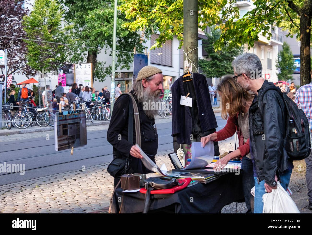 Berlin Veteranenstrasse Street Party - Veteran Street Fest - elderly bearded male stall holder sells in traffic - Stock Image